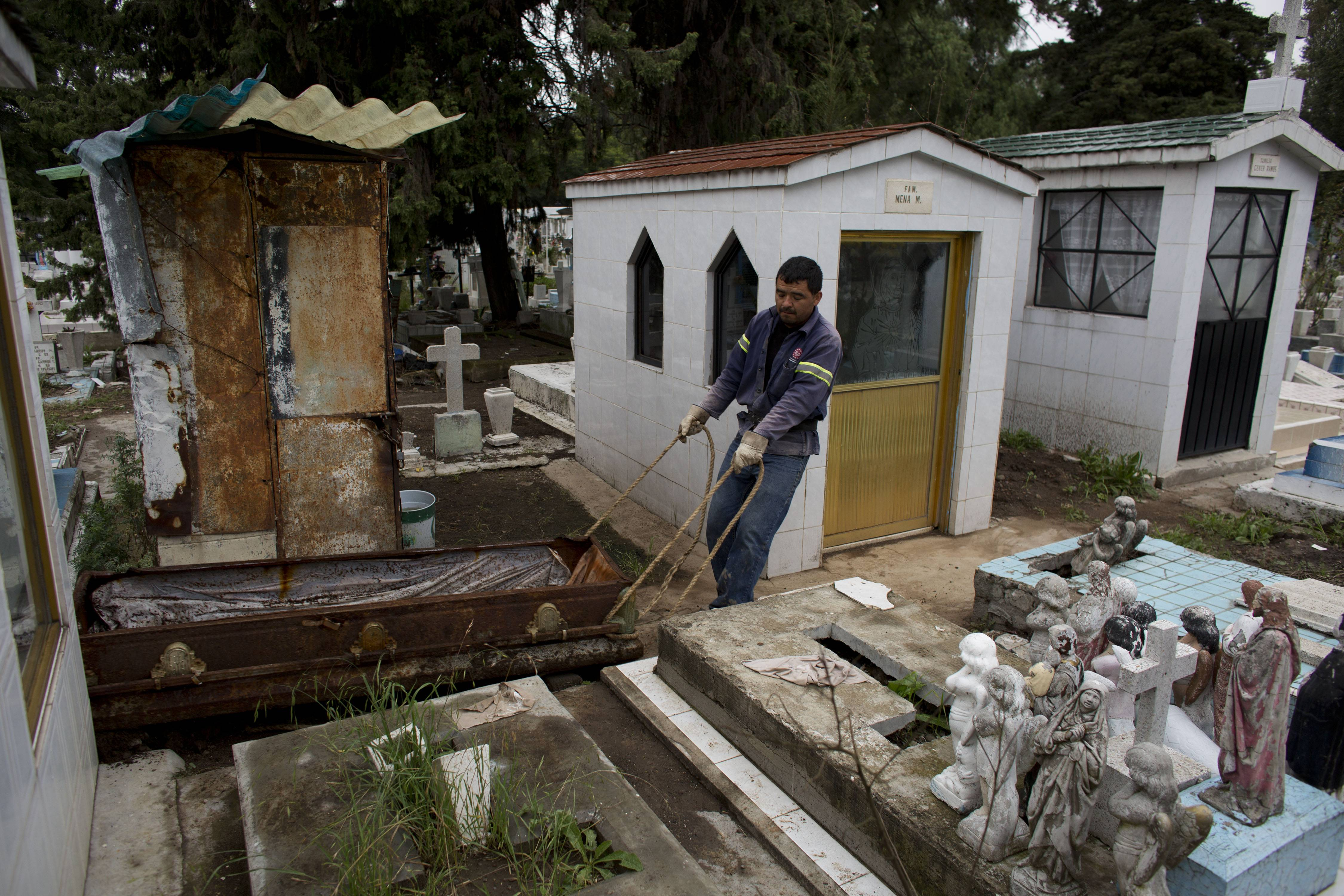 expanding mexico city running out of cemeteries