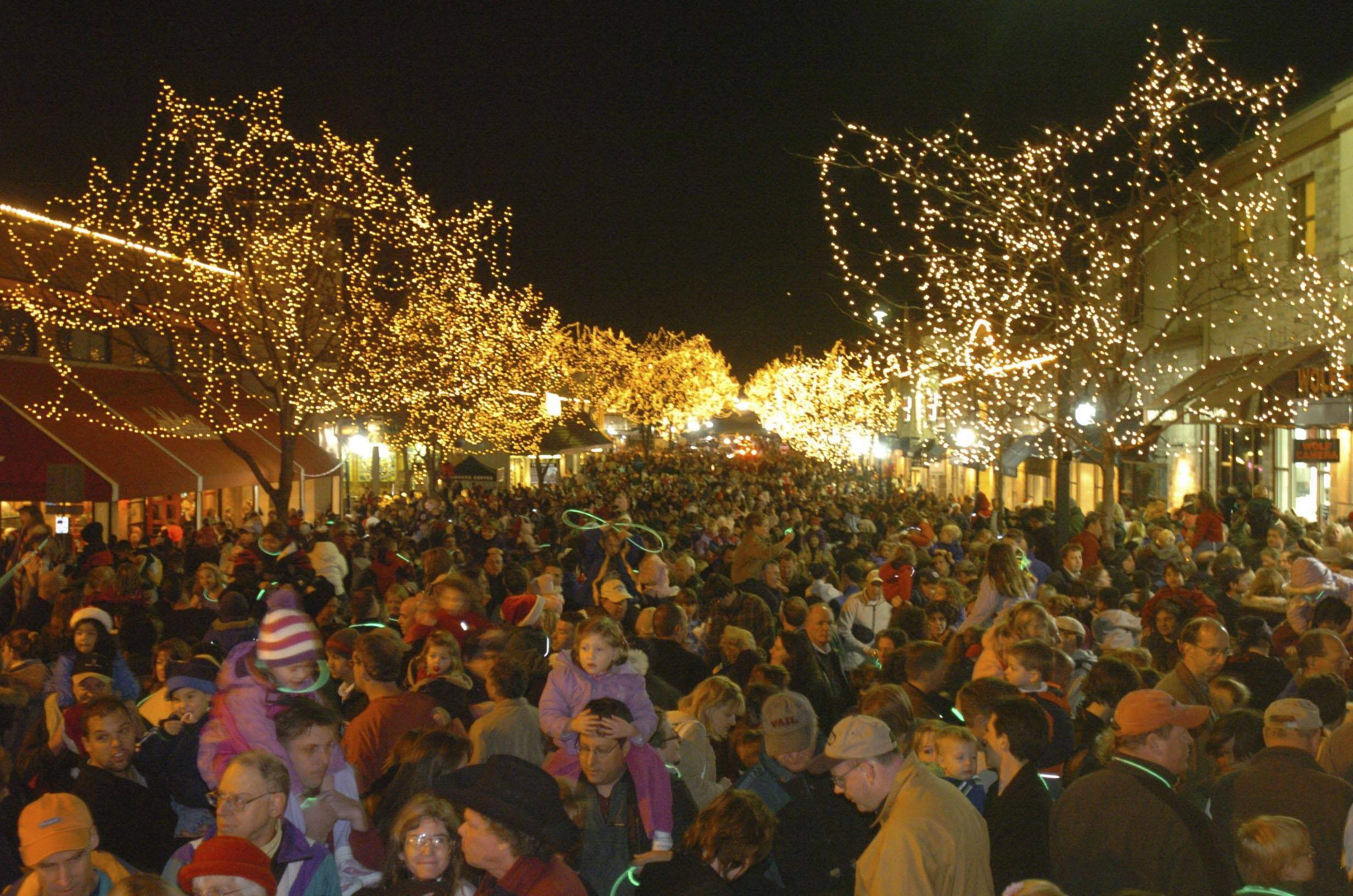 Welcoming lights' ring in Naperville Marathon, holiday season