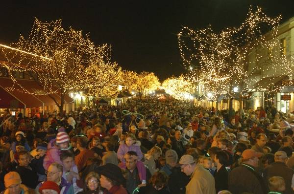 naperville will flip the switch on roughly 300000 holiday lights during ceremonies set for 6 pm