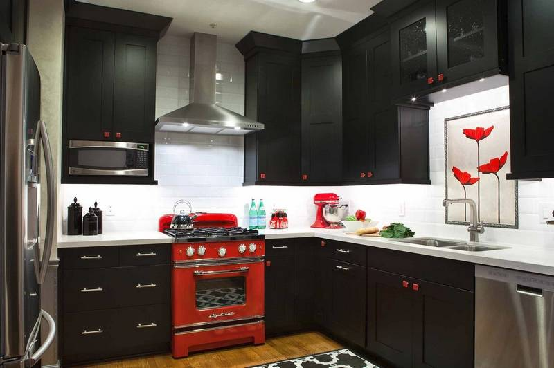 black is the new white in kitchens. Black Bedroom Furniture Sets. Home Design Ideas