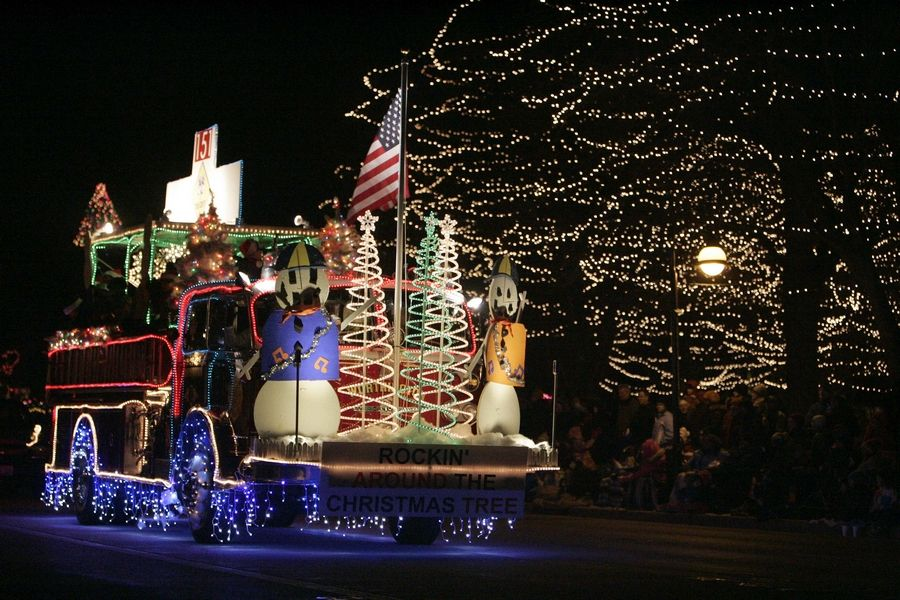Christmas Homecoming Float.Holiday Homecoming And Electric Christmas Parade Light Up St
