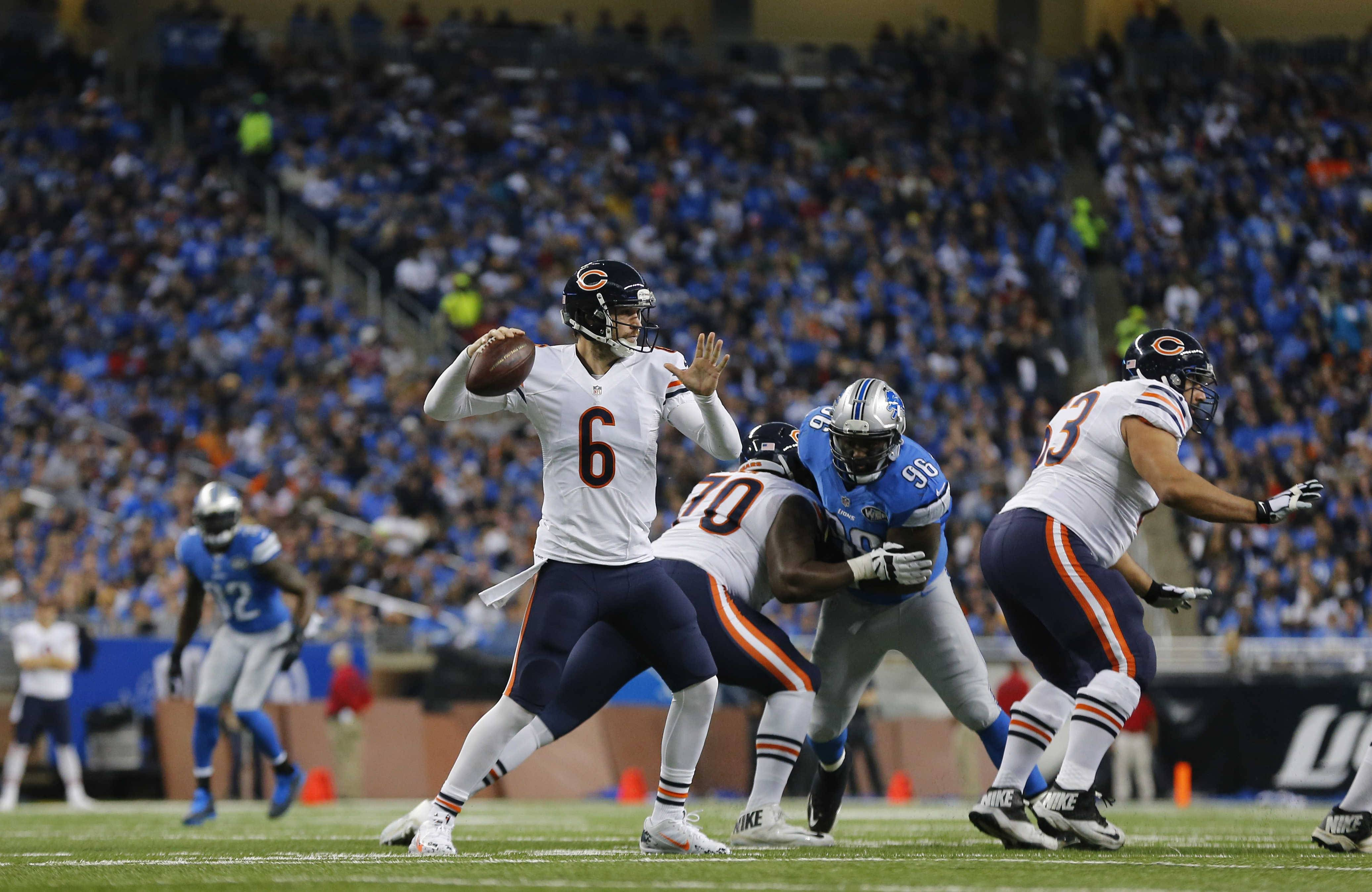 After taking an early 14-3 lead, Bears quarterback Jay Cutler and the offense sputtered the rest of the way in Thursday's loss to the Lions at Detroit.