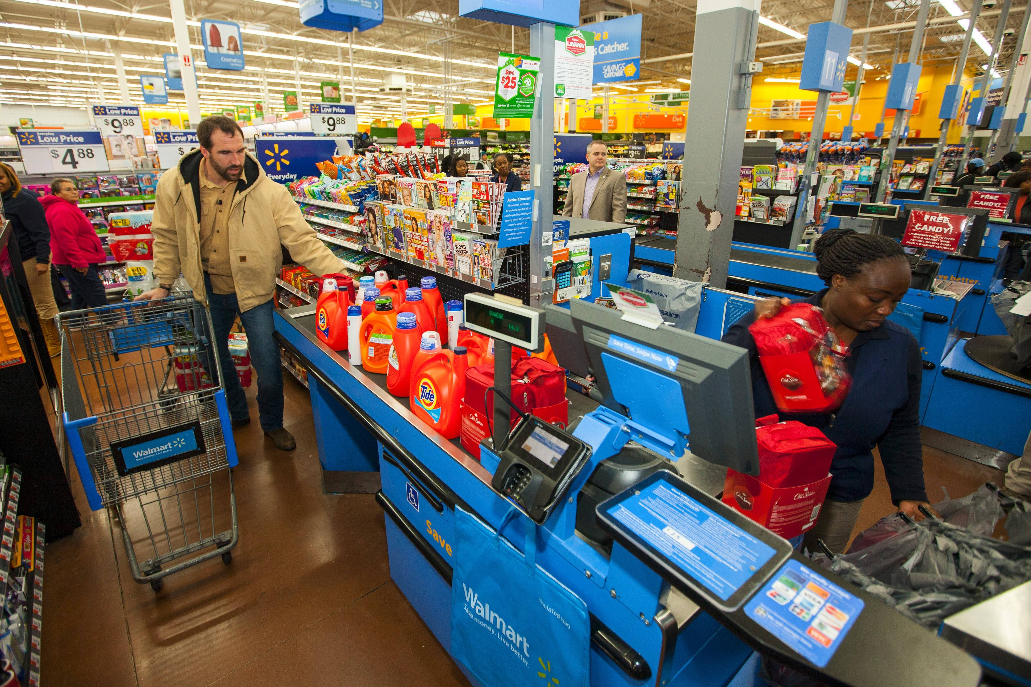 Bears defensive end Jared Allen got in the Thanksgiving spirit early, teaming up his foundation with Procter & Gamble and Walmart to provide donations in Chicago for the Eddie Beard Homeless Veterans Housing Program at Walmart on Nov. 11.