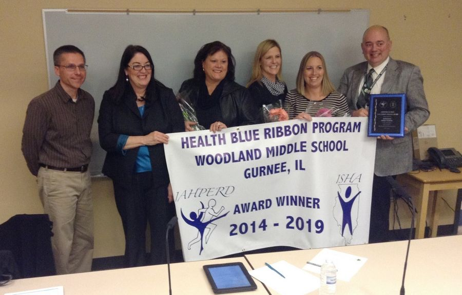 Woodland Elementary District 50 in Gurnee celebrates award