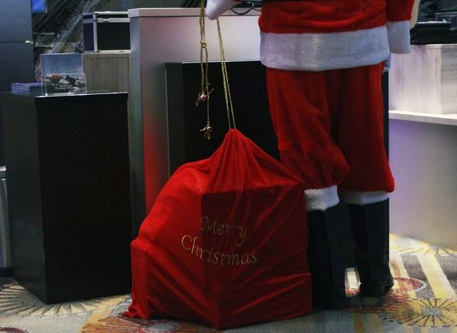 Tour the Santa Suite at Swissotel Chicago up through and including Christmas Day.