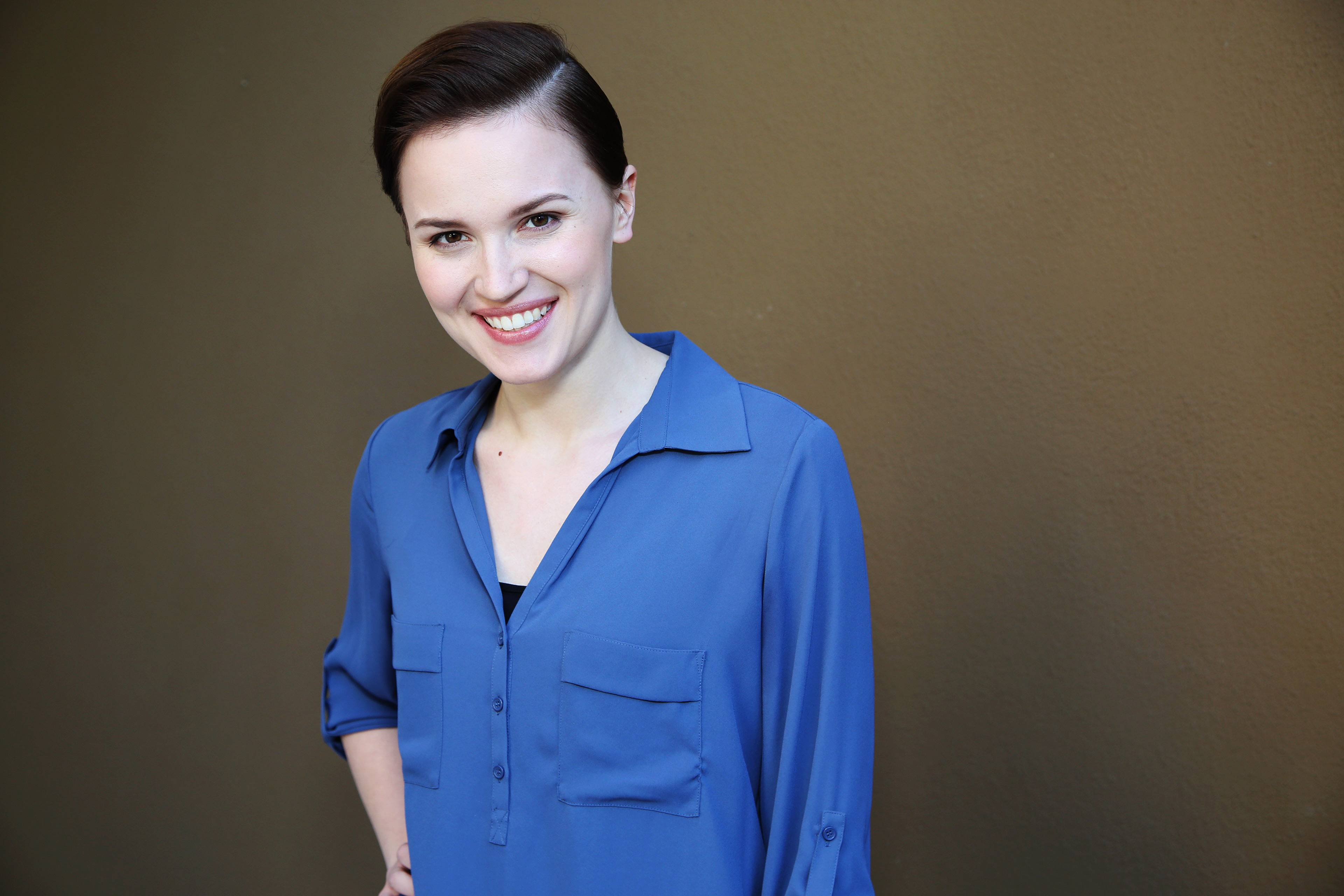 "Barrington author Veronica Roth is backing a holiday season campaign that supports First Book, which has distributed millions of works to children in need over the years. In a fundraising effort announced Monday, for every $2.50 given to First Book, publisher HarperCollins will donate a copy of Roth's ""Divergent."""