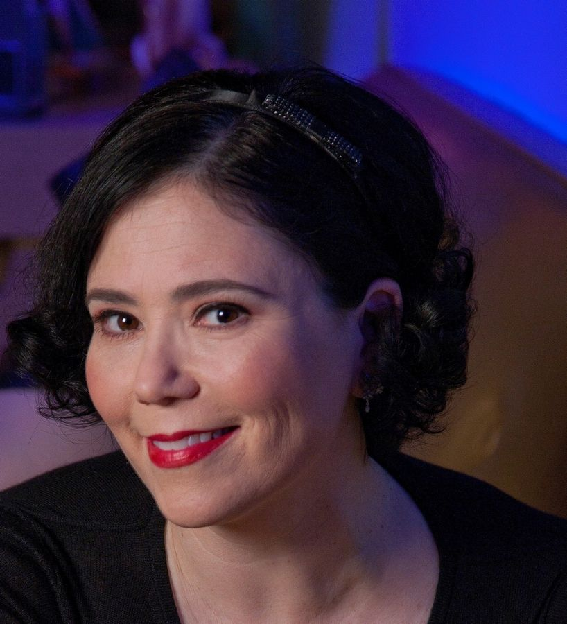 "Alex Borstein, a Deerfield native who voices Lois on FOX's ""Family Guy,""also stars in HBO's ""Getting On."""