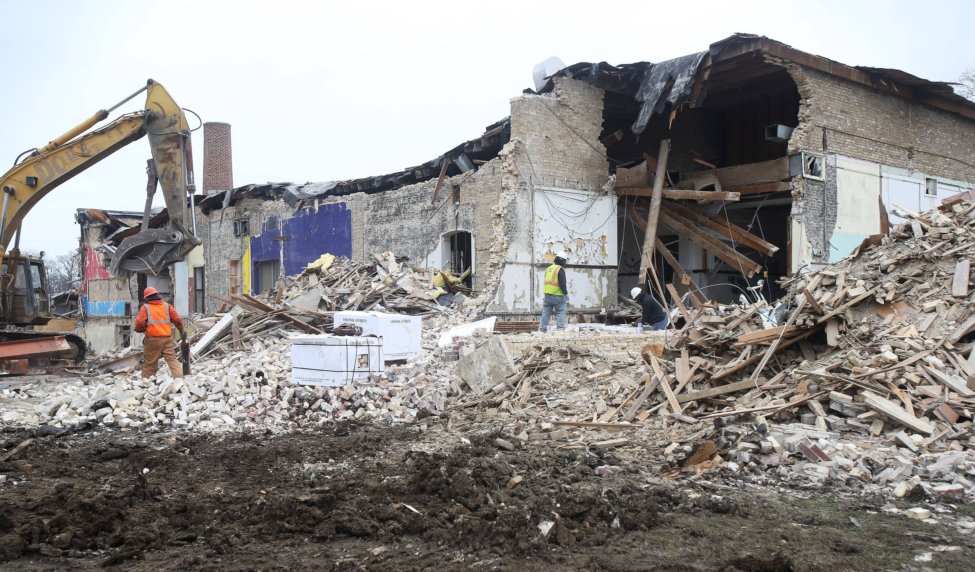Libertyville's 97-year-old Brainerd Building finally coming down