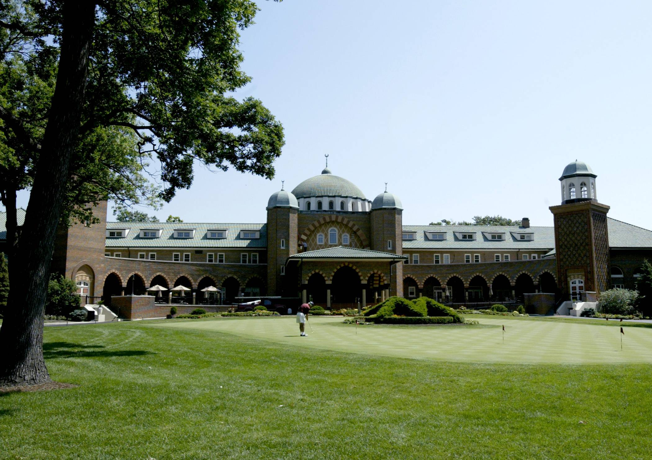 Officials from Medinah Country Club and the 17 government agencies that receive property tax revenue from the exclusive golf course have settled a dispute over tax bills that could cost neighboring property owners more in coming years.