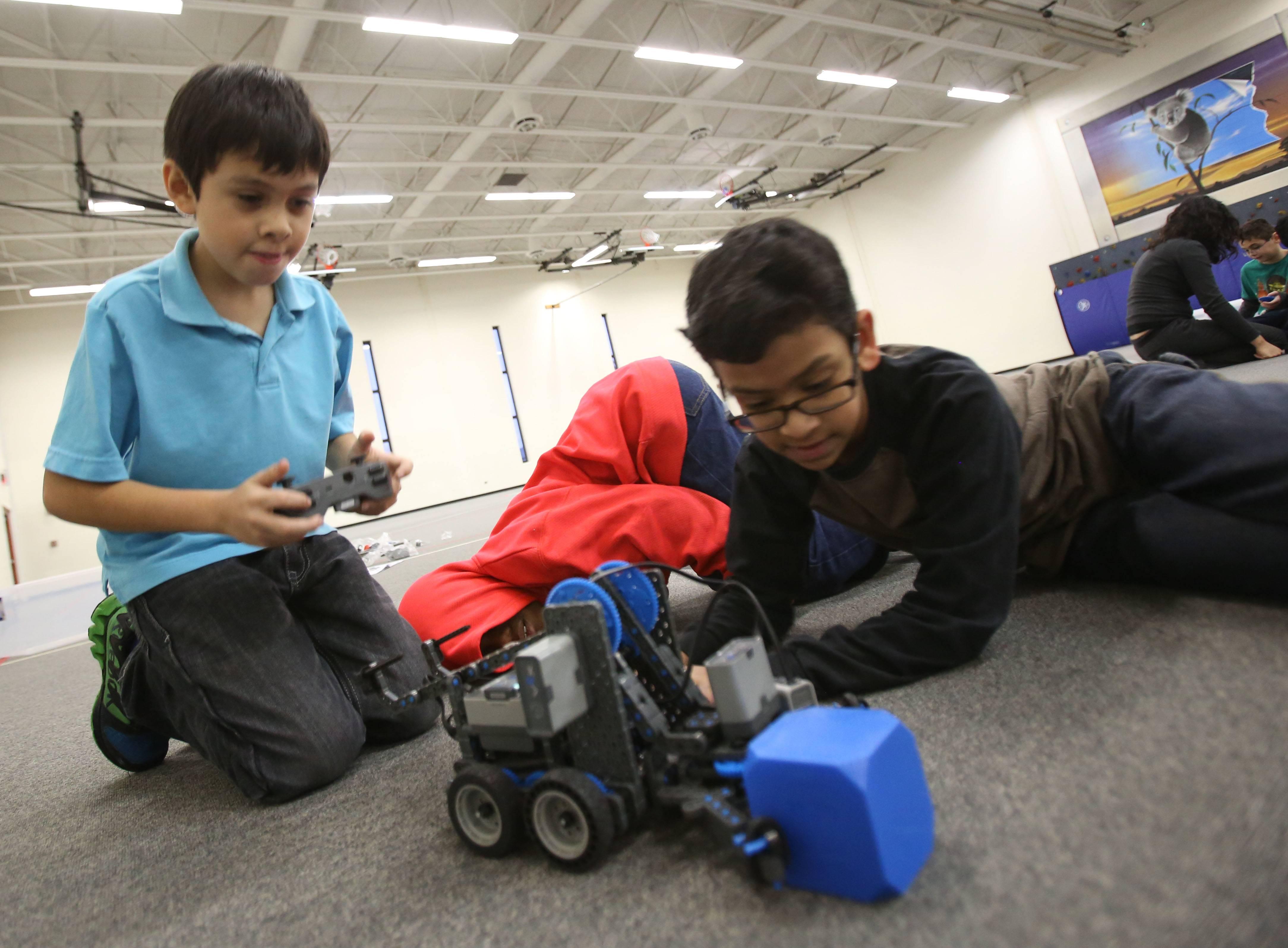 Naperville third-graders 'amazed' by new robotics club