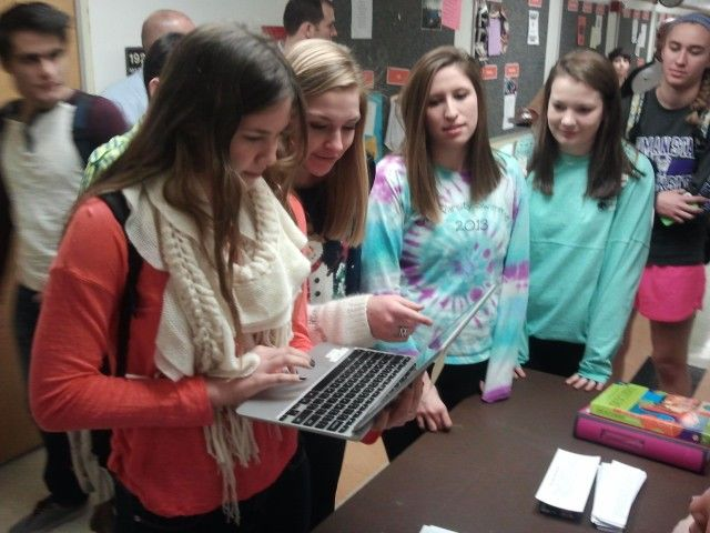Libertyville High School junior Nikki Westphal electronically signs a pledge to avoid illegal drugs and alcohol during winter break Thursday as classmates Annie Thompson, Staci Herchenbach and Harriet Davies look on.