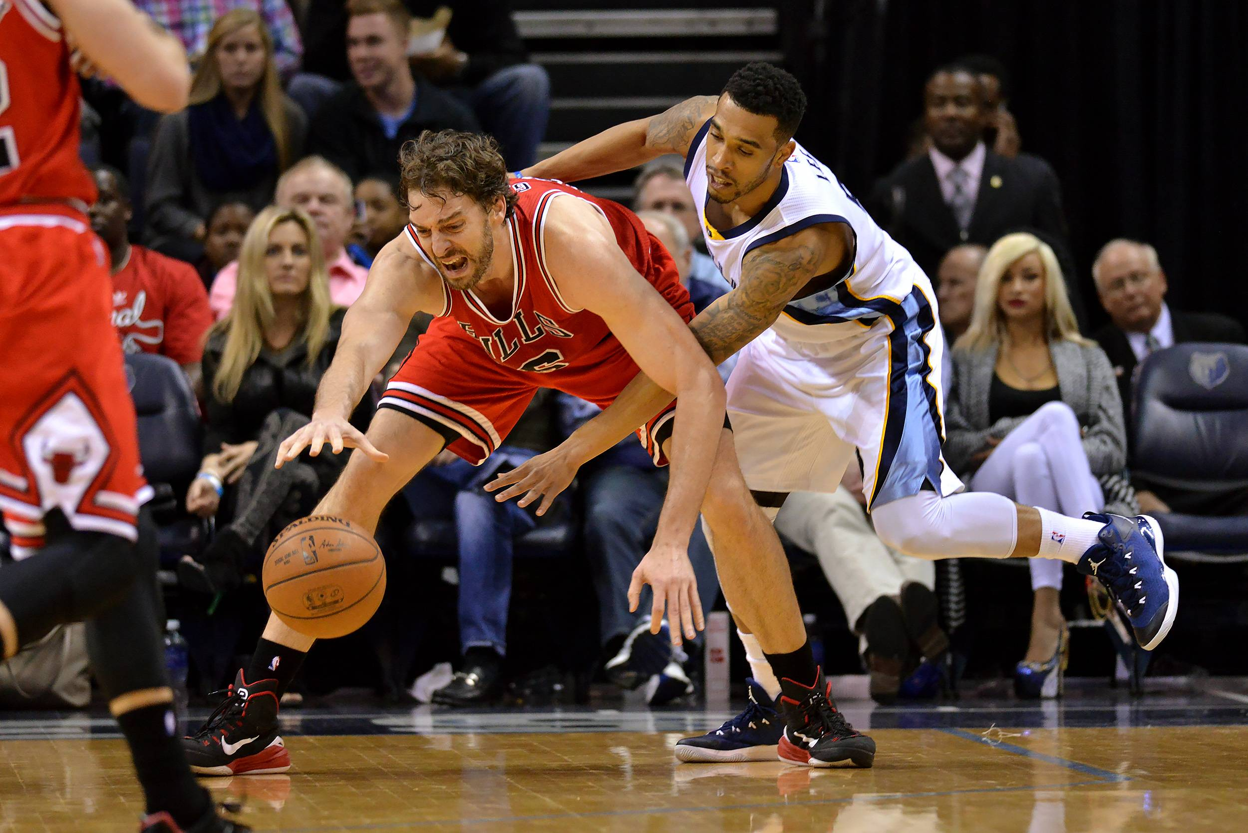 Bulls forward Pau Gasol, center left, struggles to control the ball against Memphis Grizzlies guard Courtney Lee in the second half of an NBA basketball game Friday, Dec. 19, 2014, in Memphis, Tenn. The Bulls won 103-97.