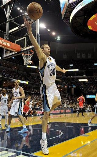 Memphis Grizzlies forward Jon Leuer (30) stretches to keep the ball inbounds in the first half of an NBA basketball game against the Chicago Bulls, Friday, Dec. 19, 2014, in Memphis, Tenn. (AP Photo/Brandon Dill)