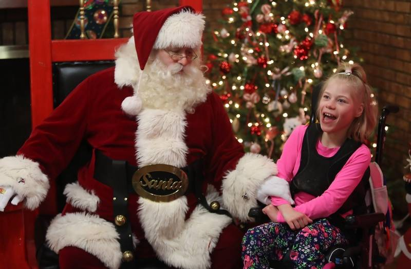 Kids meet santa at lambs farm breakfast santa claus talks with iris morical 9 of round lake during breakfast with santa m4hsunfo