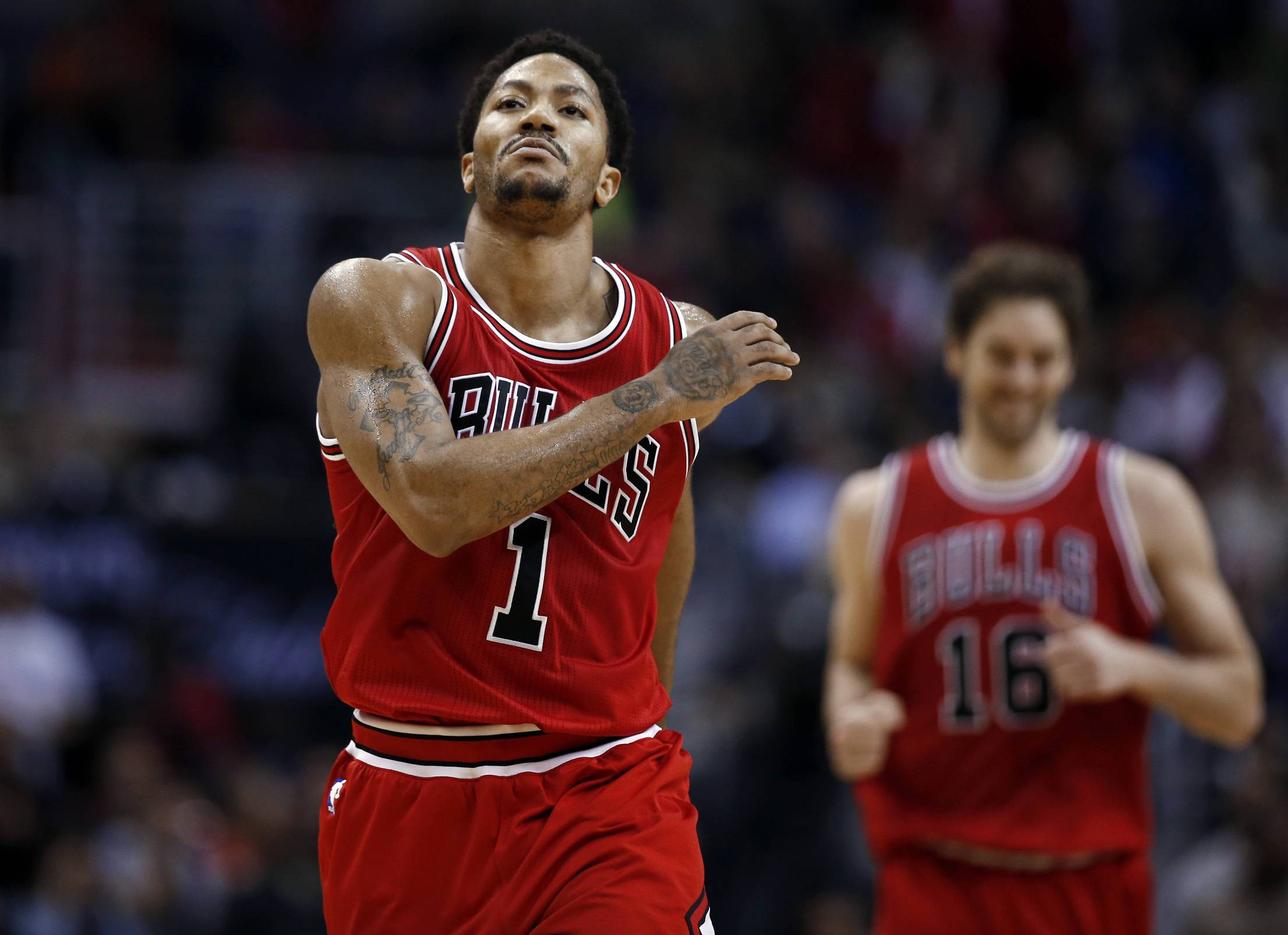 Bulls guard Derrick Rose celebrates after hitting a pullup jumper in the fourth quarter Tuesday night.