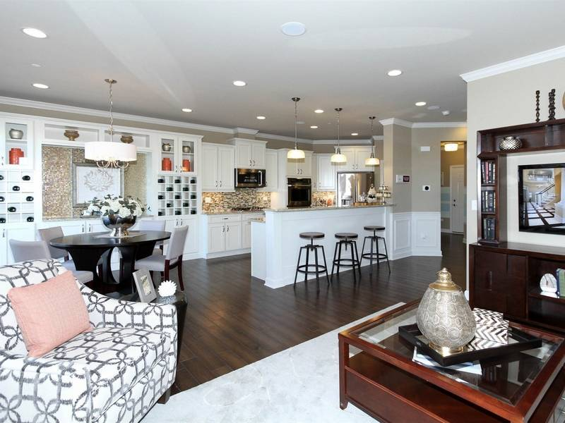 New Columbus Model Opens At Mayfair In Naperville