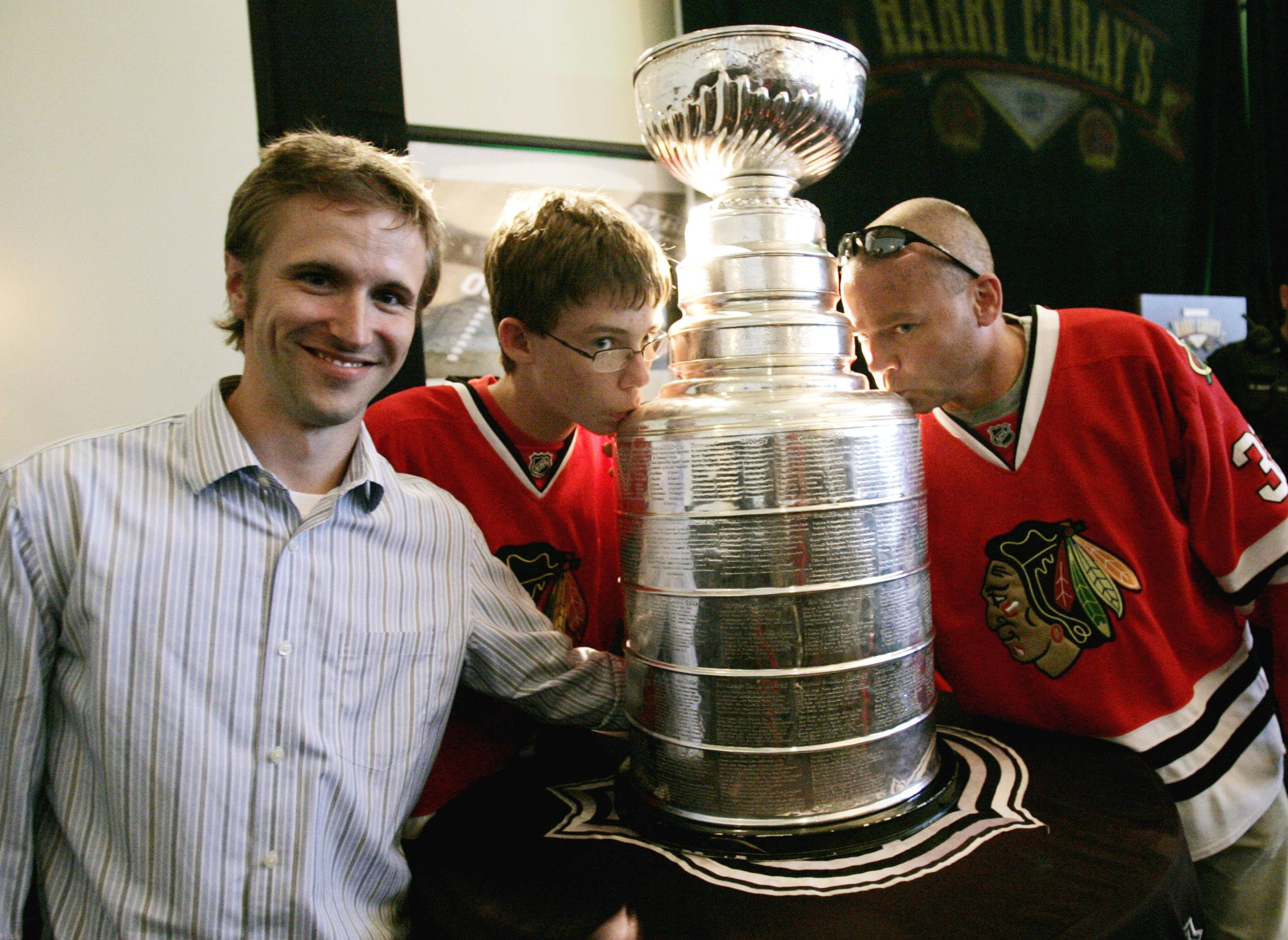 Late Blackhawks staffer Clint Reif honored throughout hockey