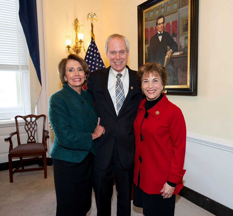 U.S. Rep. Jan Schakowsky, pictured with husband Bob Creamer and House Democratic Leader Nancy Pelosi, was sworn in for a ninth term in Congress Tuesday.