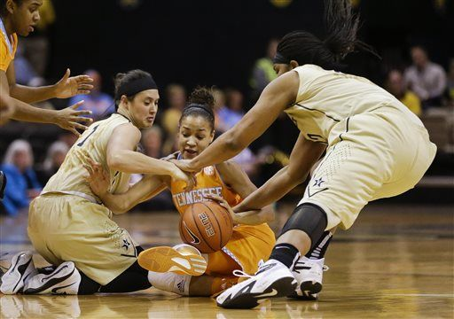 Tennessee guard Andraya Carter, center, battles Vanderbilt's Rebekah Dahlman (1) and Marqu'es Webb, right, for the ball in the first half of an NCAA college basketball game Monday, Jan. 5, 2015, in Nashville, Tenn.