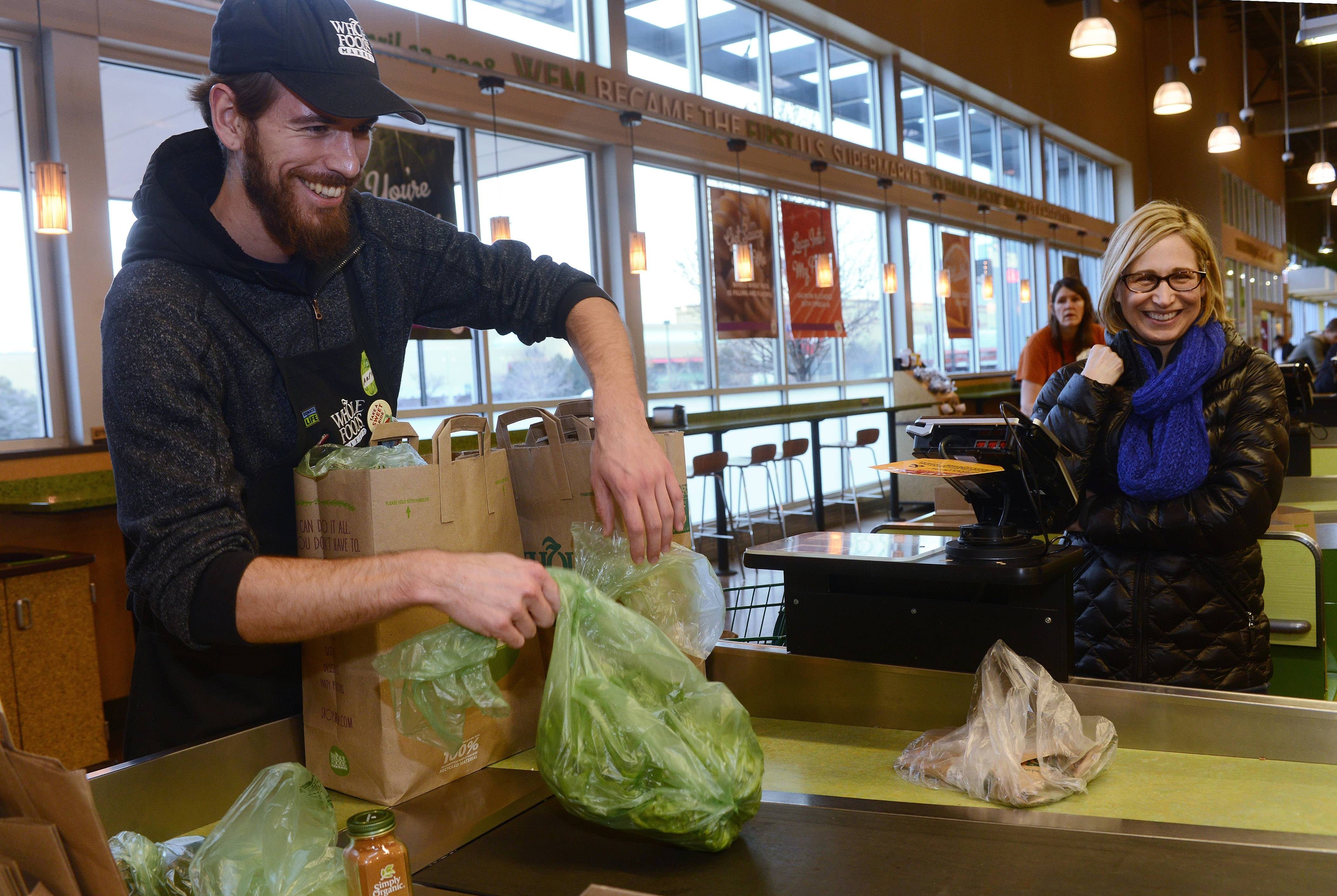 Activist wants Schaumburg to lead on reusable bags