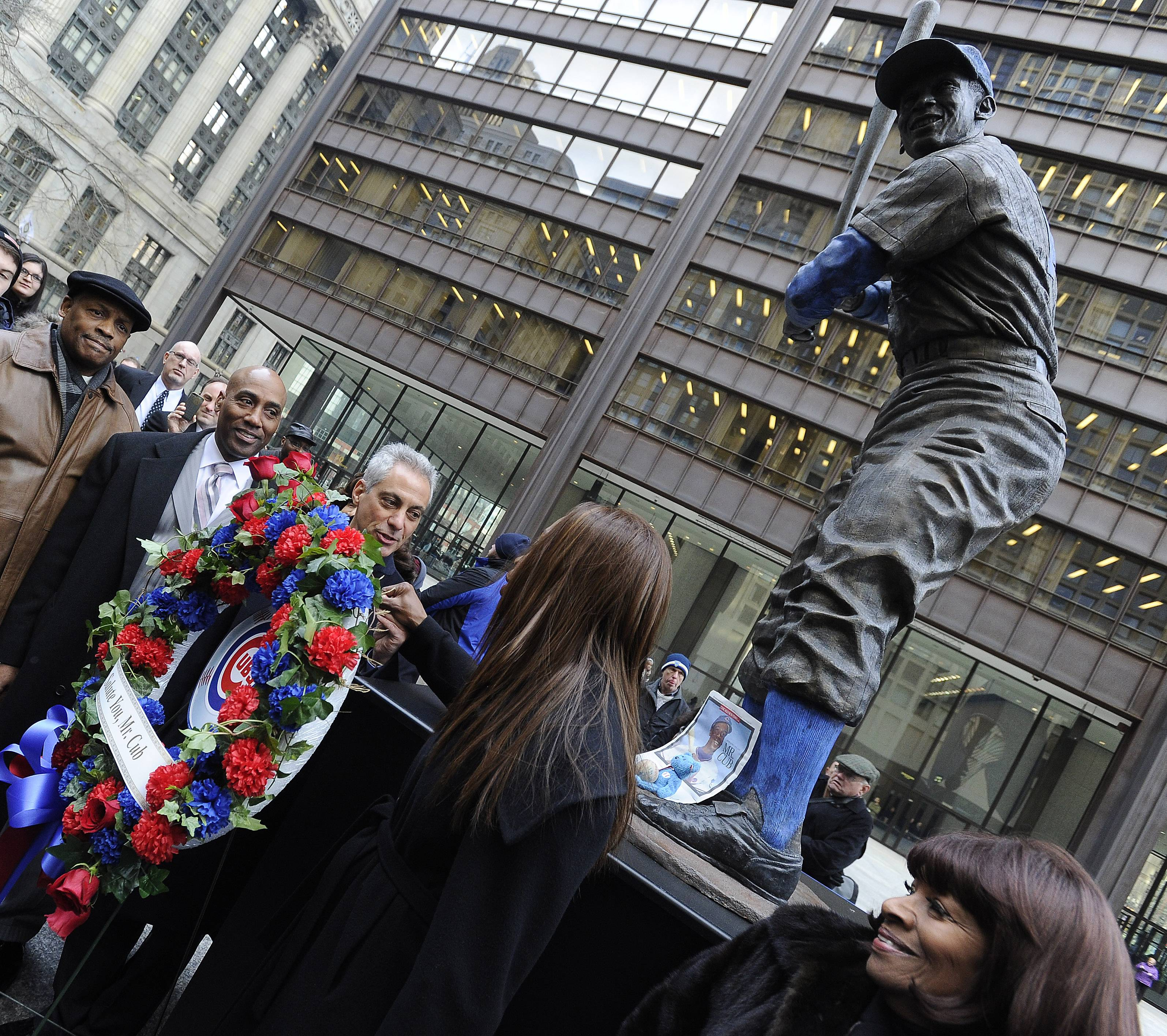 Chicago Mayor Rahm Emanuel and Ernie Banks' wife Liz, right, lay a wreath at the statue of Mr. Cub in Daley Plaza Wednesday.