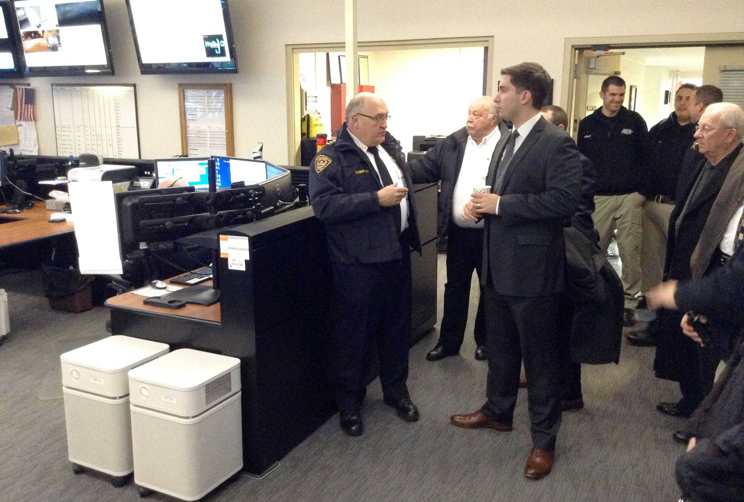 Des Plaines leaders tour Wheeling's 911 center