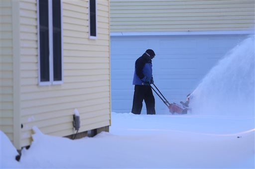 Crews move quickly to clear snow from Detroit streets
