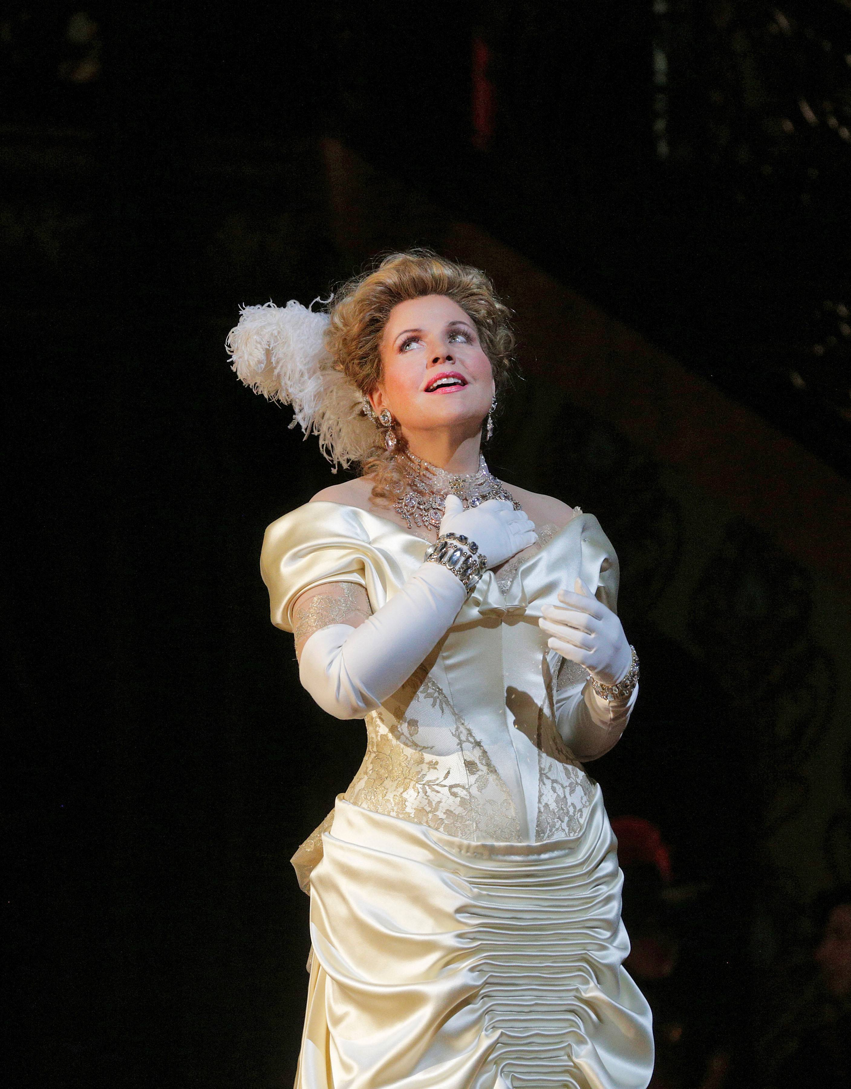 "Renée Fleming will reprise and share the title role of ""The Merry Widow"" with Elizabeth Futral for the Lyric Opera of Chicago as part of its 2015-16 season. The 2014 Metropolitan Opera production of Lehar's 1905 comic operetta by Tony Award-winner Susan Stroman (""The Producers,"" ""Contact"") will be imported to the Windy City for the occasion."