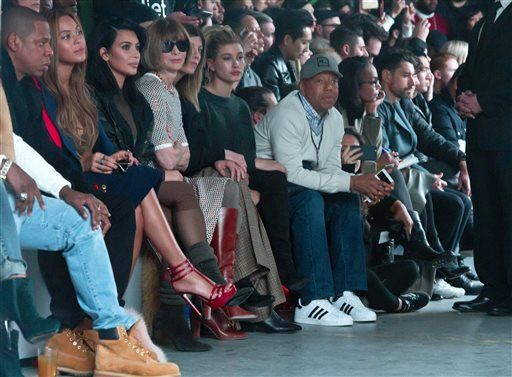 2a088f7331943 With a celebrity front row