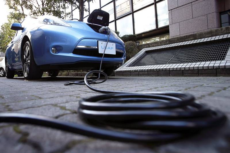 Report: Apple has hundreds working on electric car project