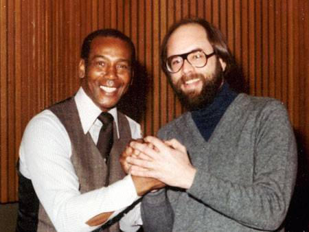 "Mirroring the smile of Ernie Banks, Arlington Heights musician Roger Bain was thrilled in 1979 when his ""Thanks Mister Banks"" song was a hit with the Cubs legend."