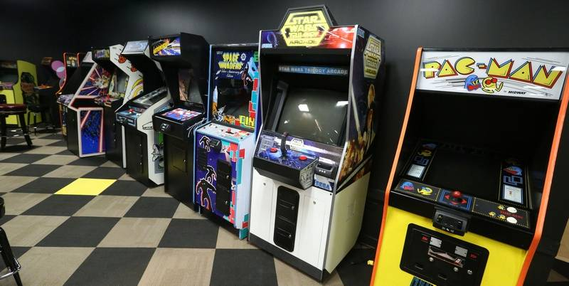 Pac Man Themed Restaurant Opens At Woodfield Dailyherald Com
