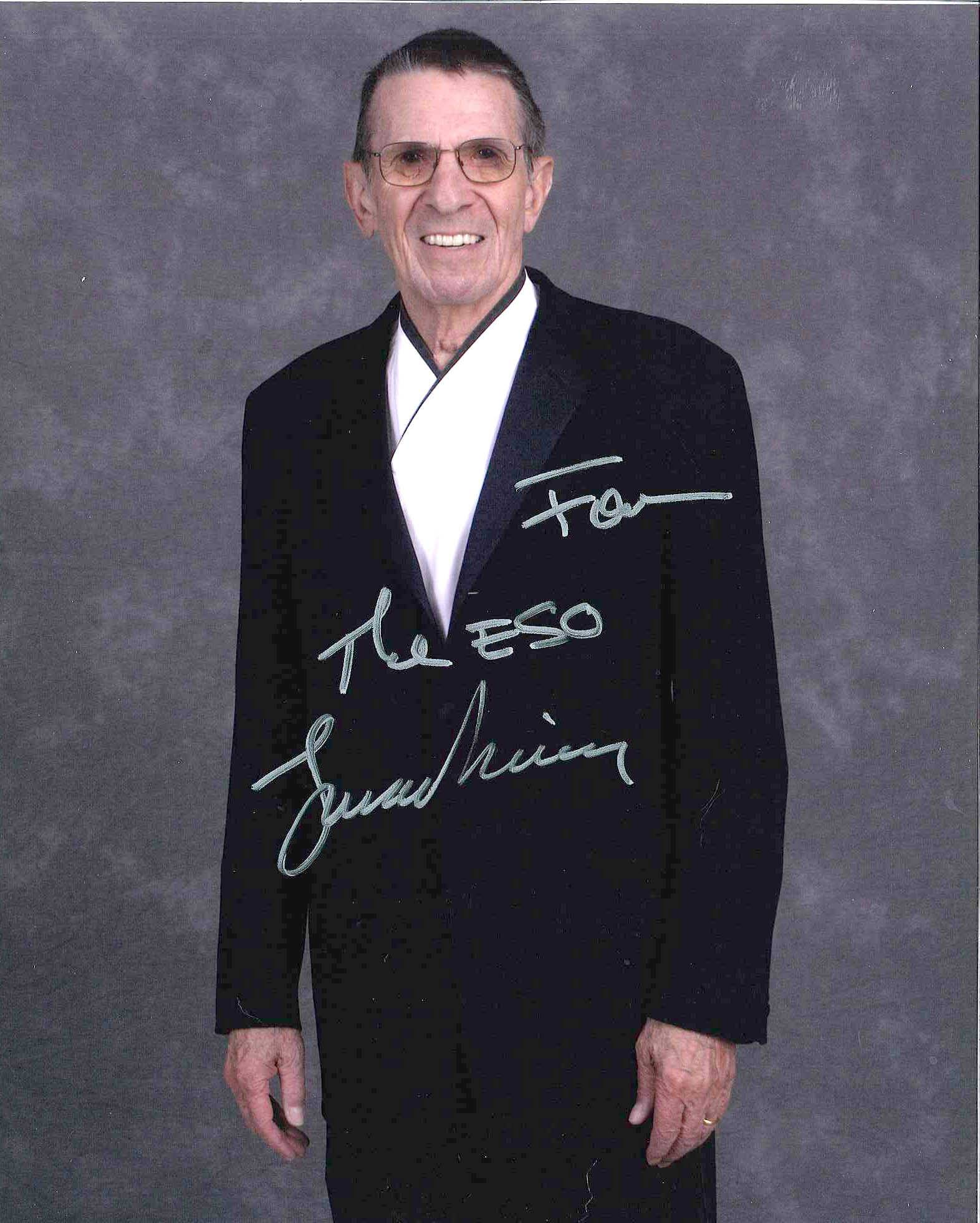 Leonard Nimoy signed a photo and presented it to the Elgin Symphony Orchestra during his performance in 2008.