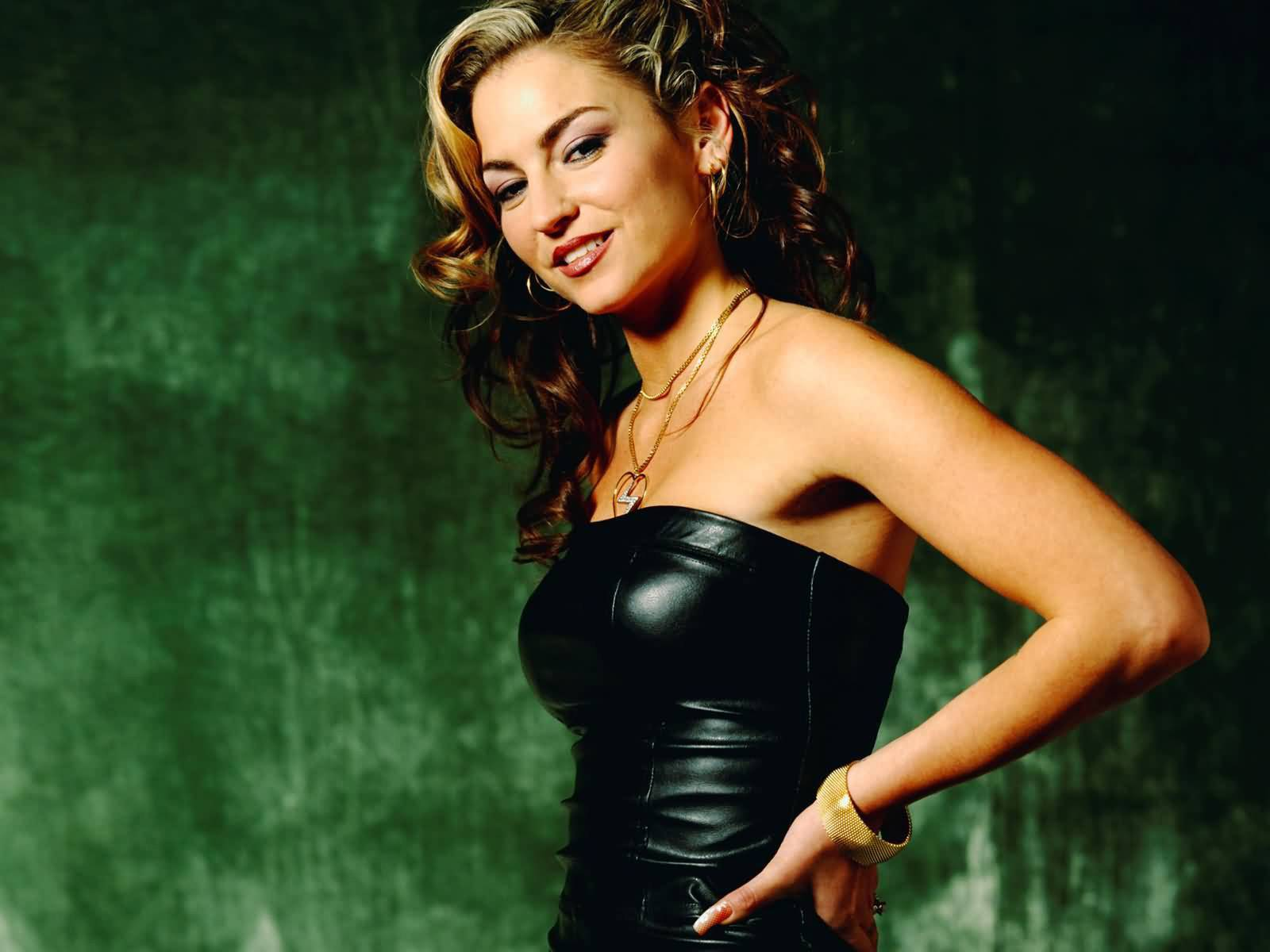 "Drea de Matteo, an actress perhaps best known for her role on ""The Sopranos,"" will appear at Wizard World Fan Fest in Rosemont."