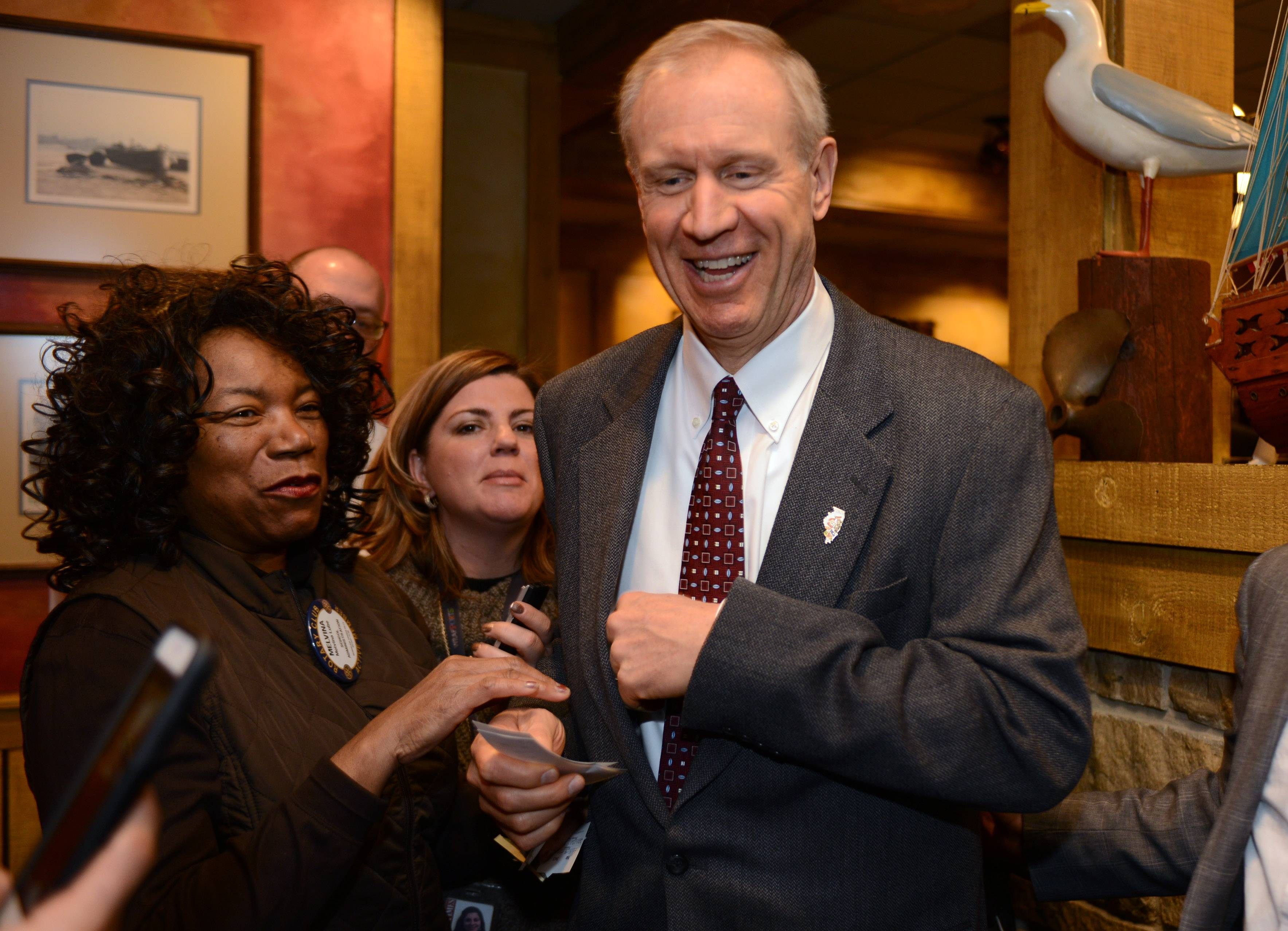 Rauner targets unions in Lake County speech in Mundelein