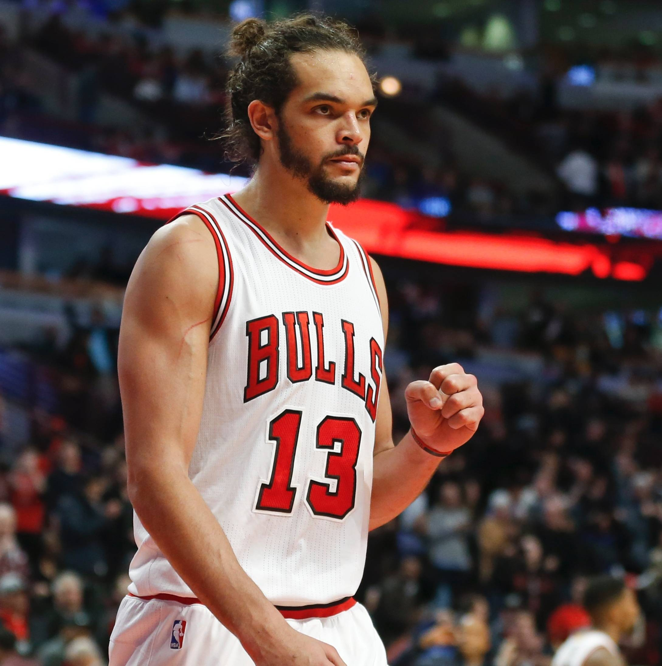 Chicago Bulls center Joakim Noah reacts after the final buzzer of an NBA basketball game against the Washington Wizards, Tuesday, March 3, 2015, in Chicago. The Bulls won 97-92.
