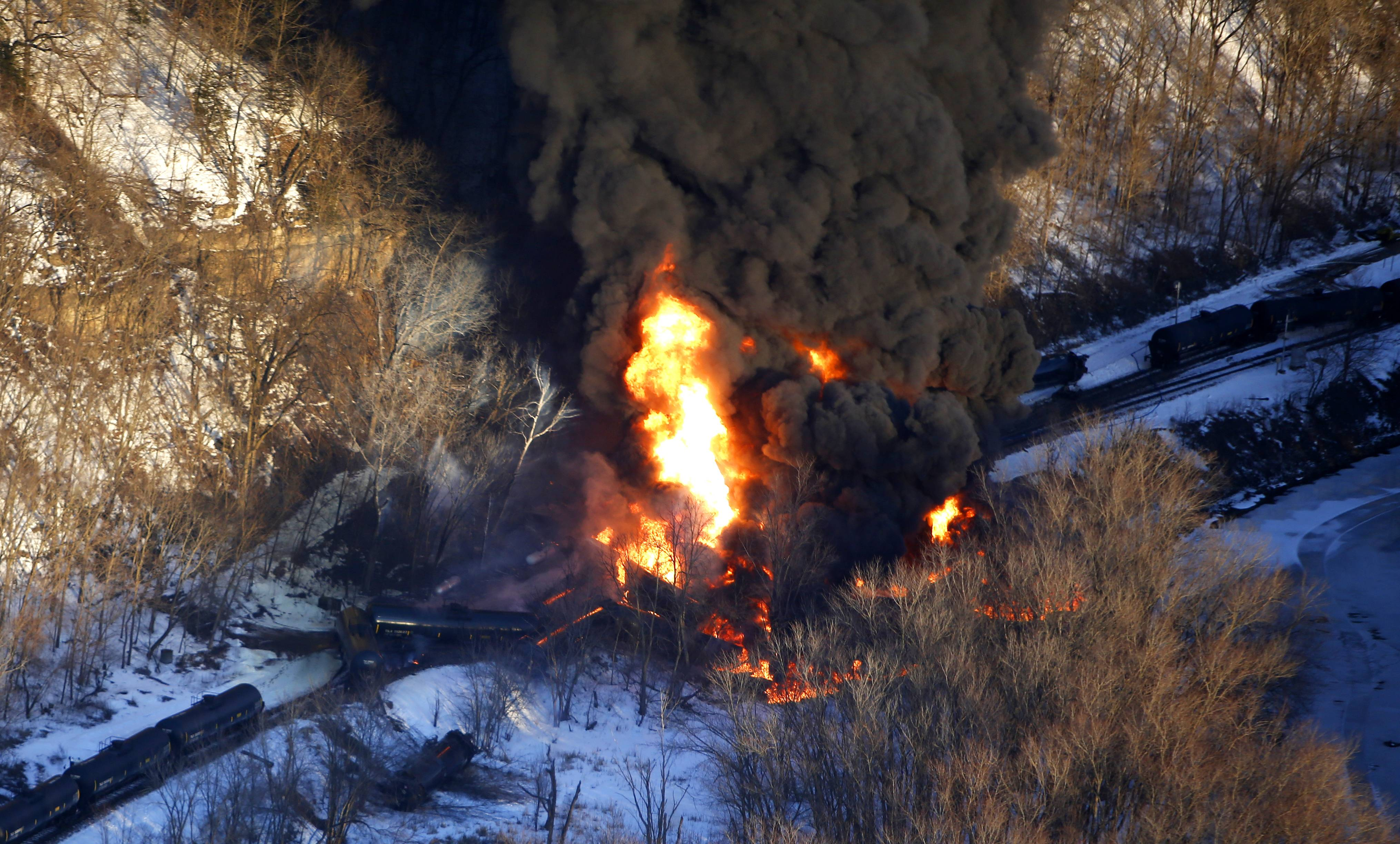 Freight train with crude oil derails near Galena