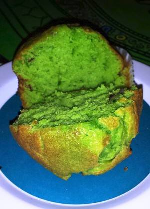 While you wait for your breakfast to cook at Andy's Flour Power, you can nosh on a not-to-be-missed pistachio muffin.