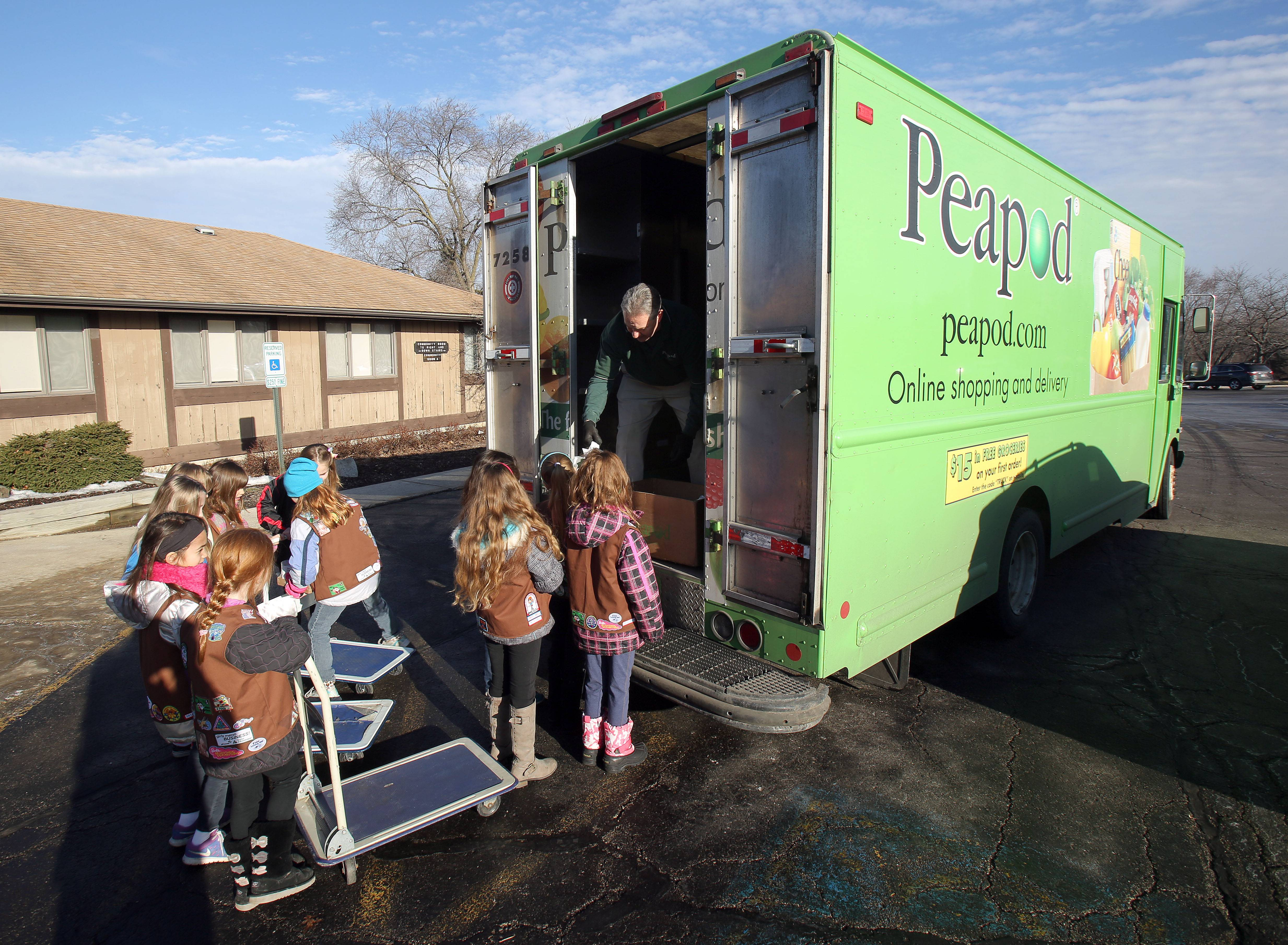 Girl Scouts work with Peapod to donate food to the Lake Villa ...