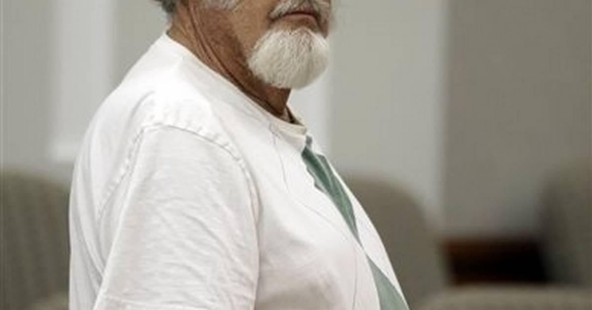 Utah man, 77, wanted for nude sunbathing in his yard - New