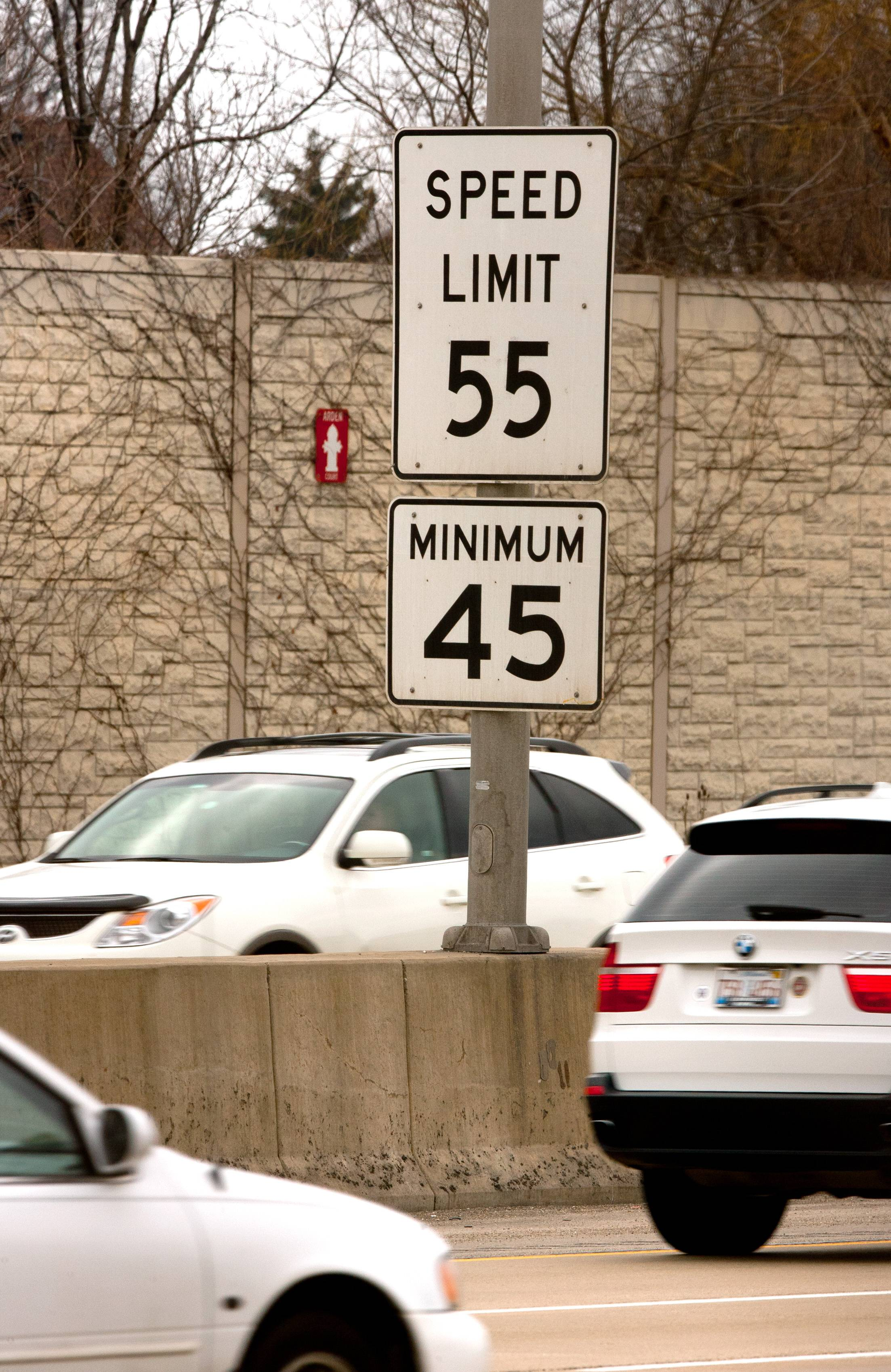 Tollway sets higher speed limits, bucks state law