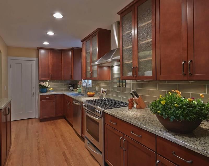 Cinnamon oak kitchen cabinets for Cinnamon cherry kitchen cabinets