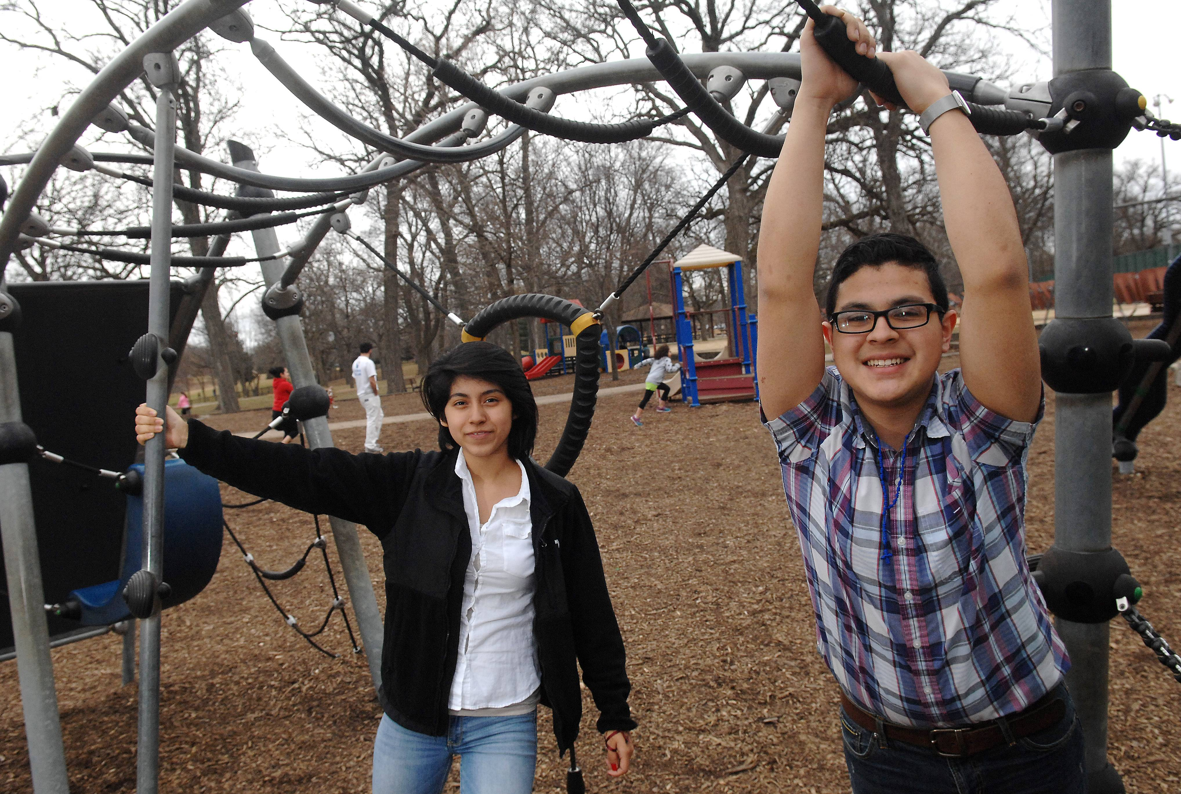 Students want smoke-free parks in Elgin