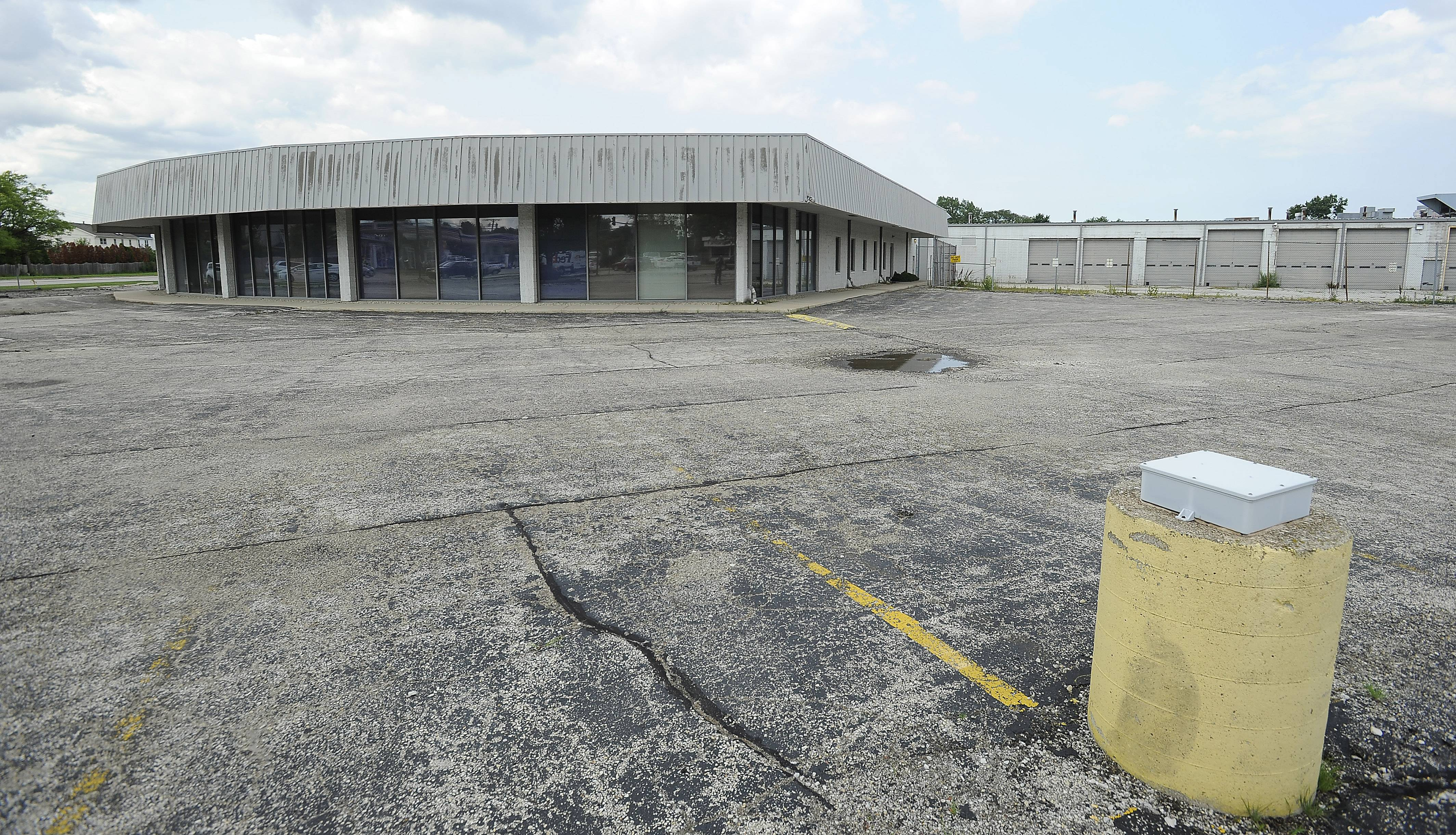 The property at the intersection of Mount Prospect and Golf roads could become the new home of a Mariano's grocery store in Des Plaines.