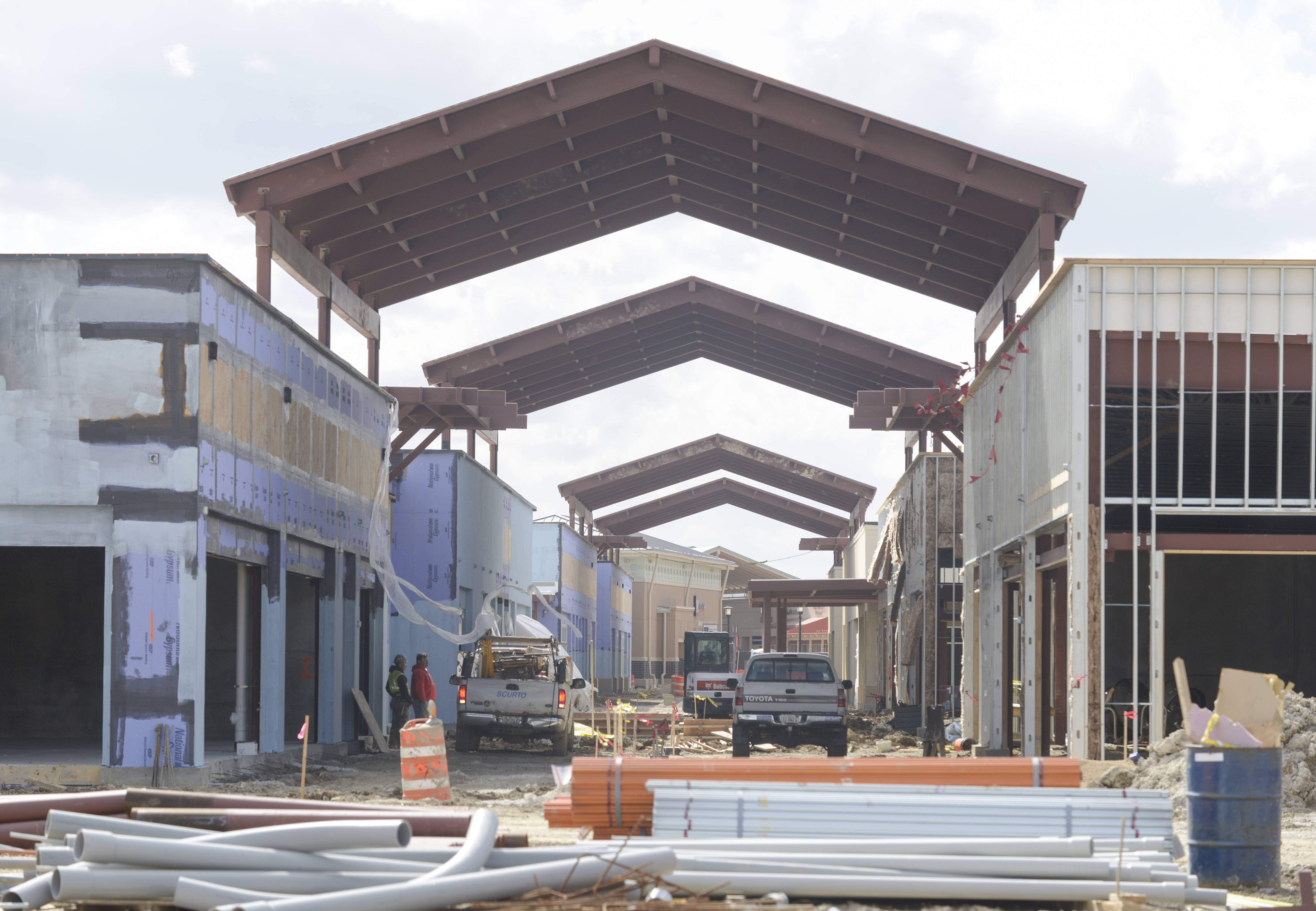 A new partially covered walkway is being constructed at Chicago Premium Outlets in Aurora as part of an expansion project that includes 50 new stores. Twenty of those stores were announced Tuesday.