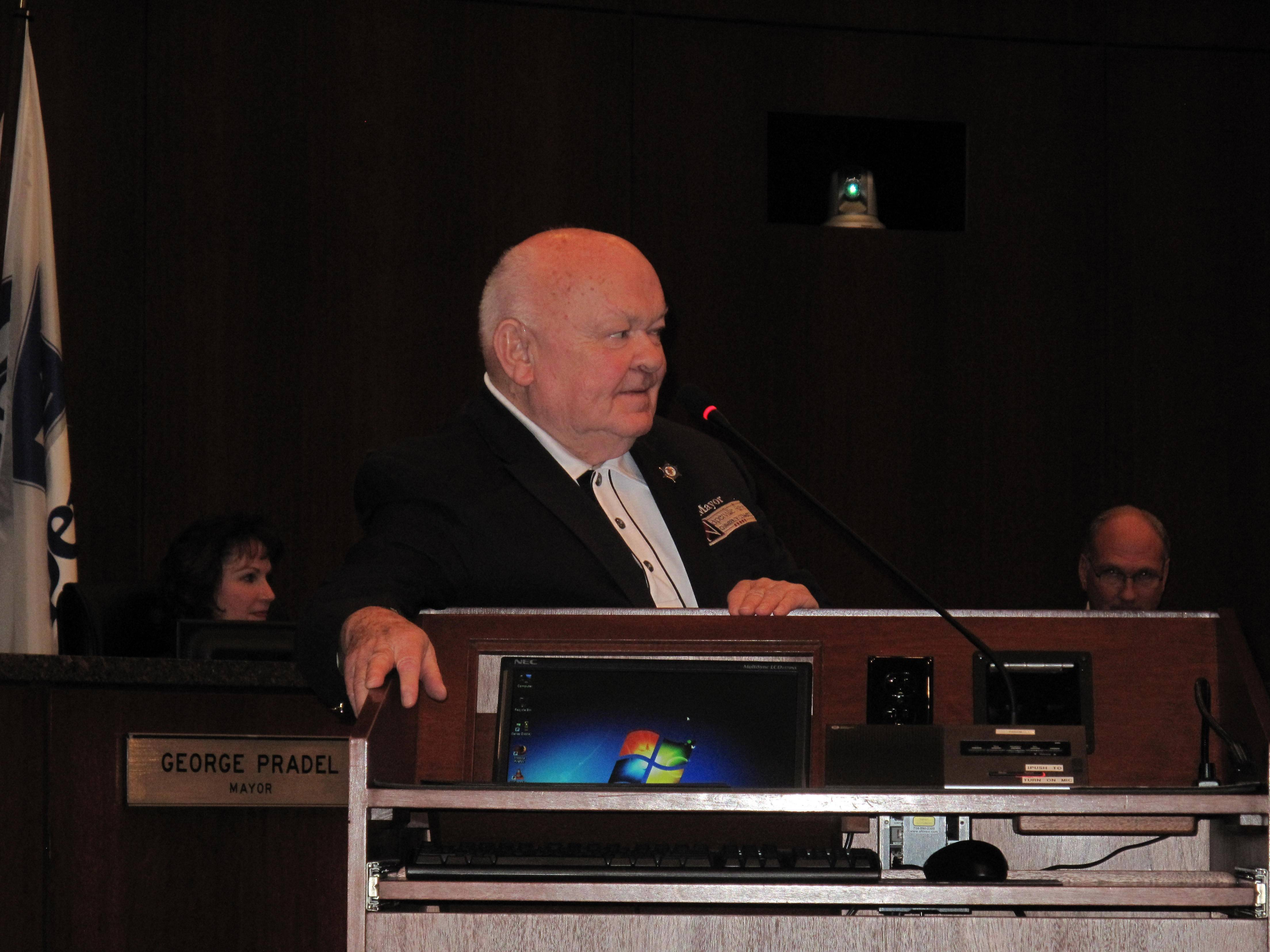 Naperville thanks longest-serving mayor Pradel for 'energy and enthusiasm'