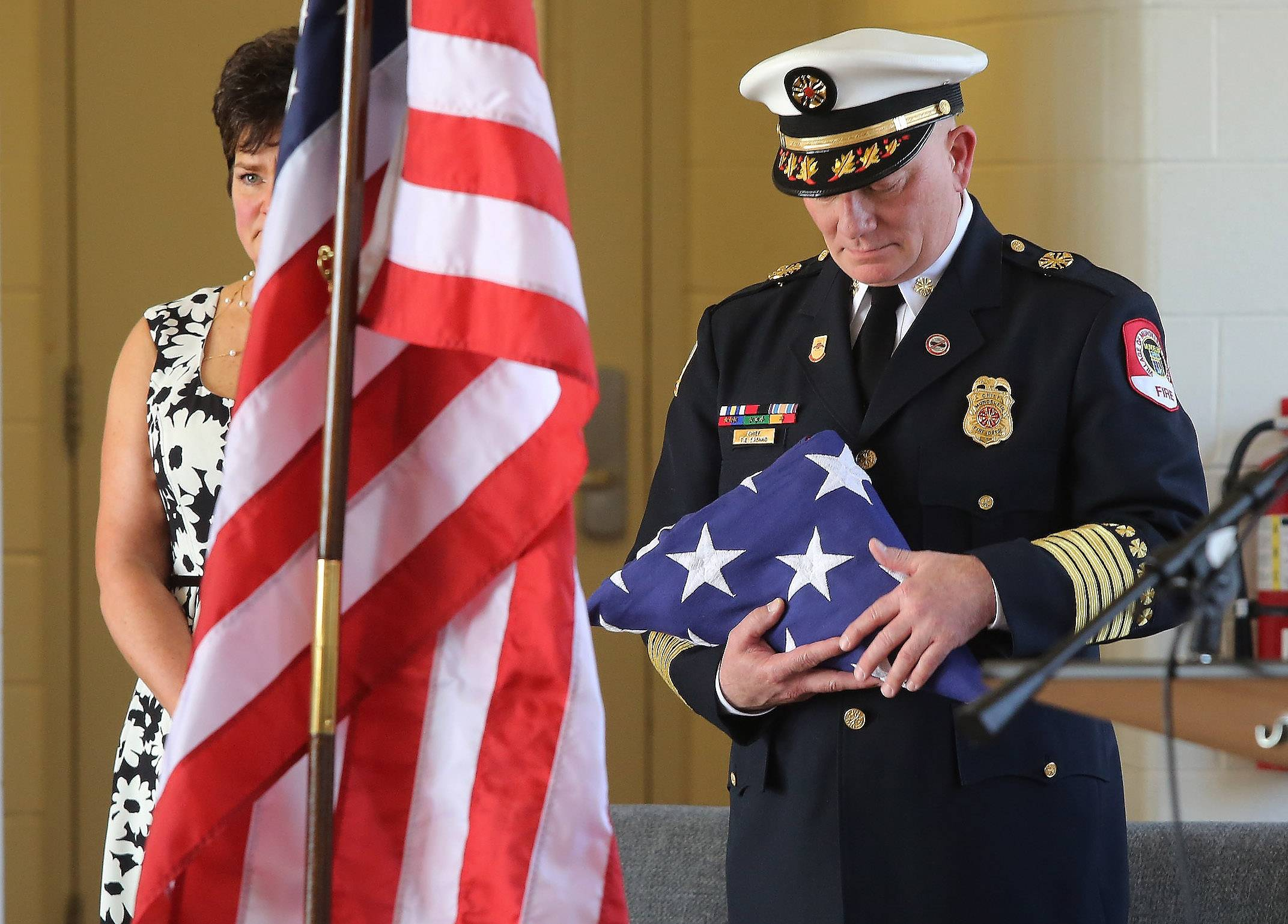 Mundelein fire chief honored with walkout ceremony