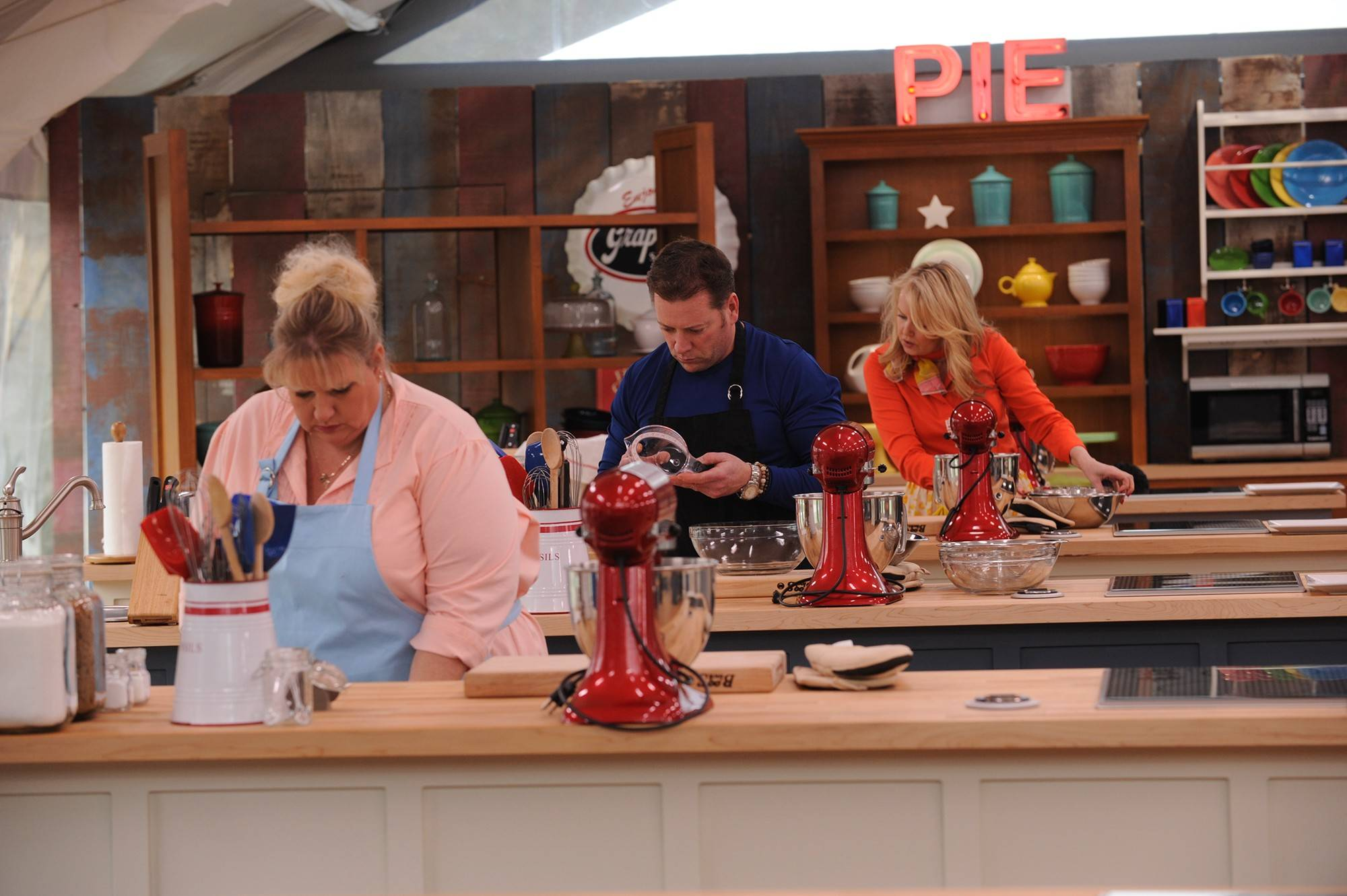 "The final three contestants, Francine Bryson, Brian Emmett and Darlene Pawlukowsky, focus on their last baking challenges on the 2013 finale of ""The American Baking Competition."""