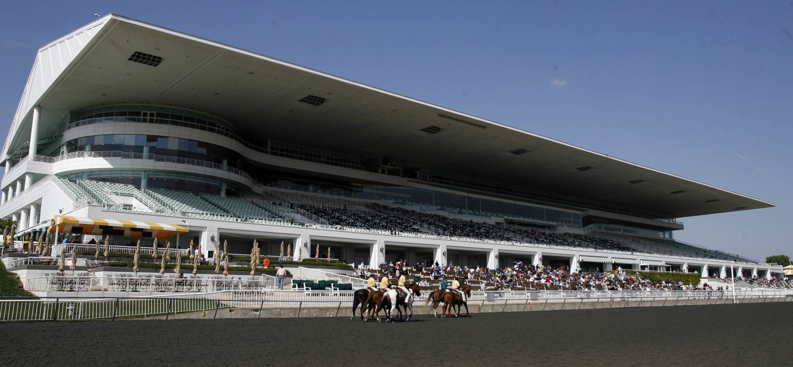 Arlington Park would get slot machines under the latest Illinois gambling proposal.