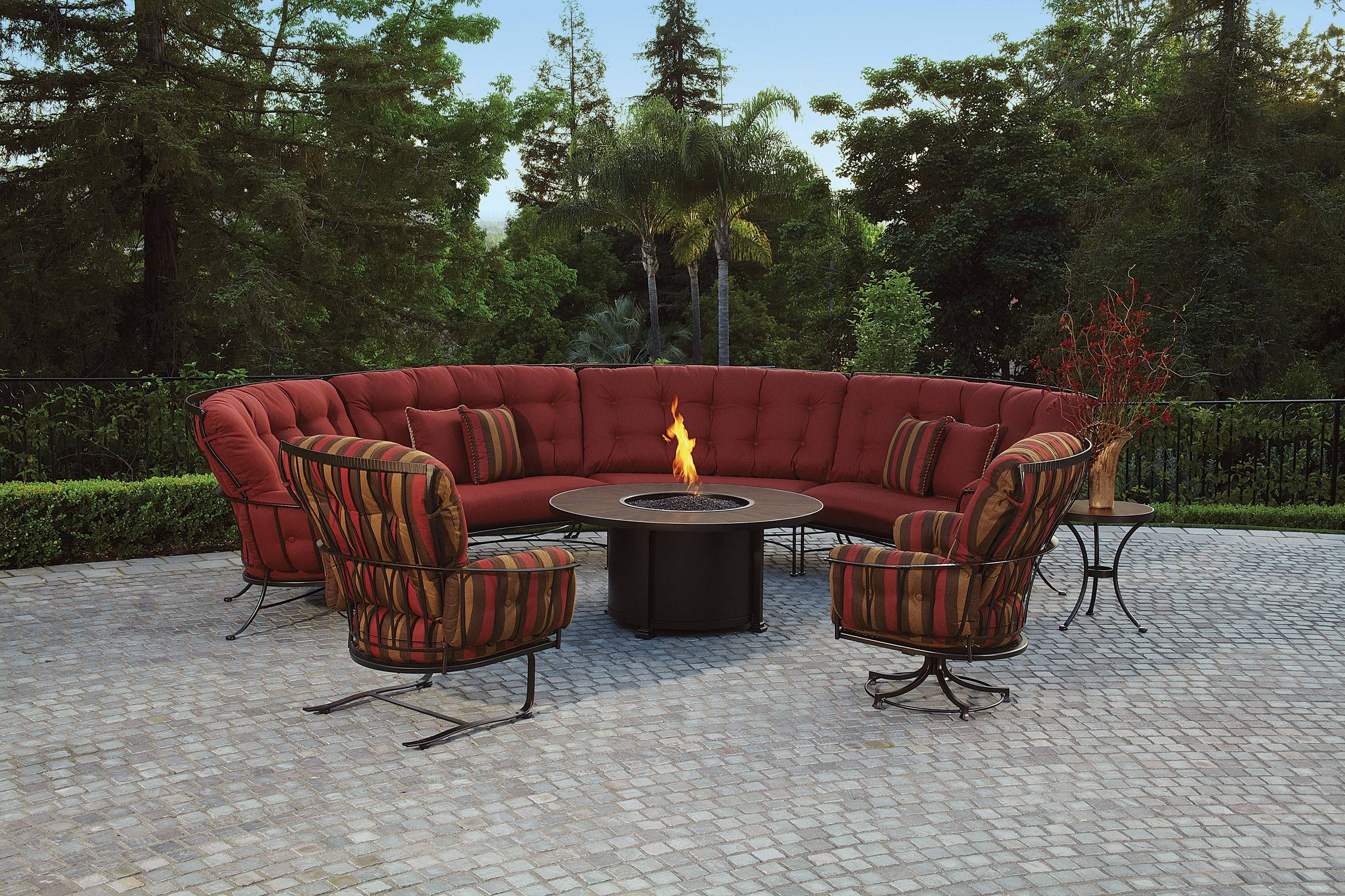 Bon Outdoor Furniture Has Evolved Past Dining Sets To Include Informal Seating  Arrangements Similar To What Can
